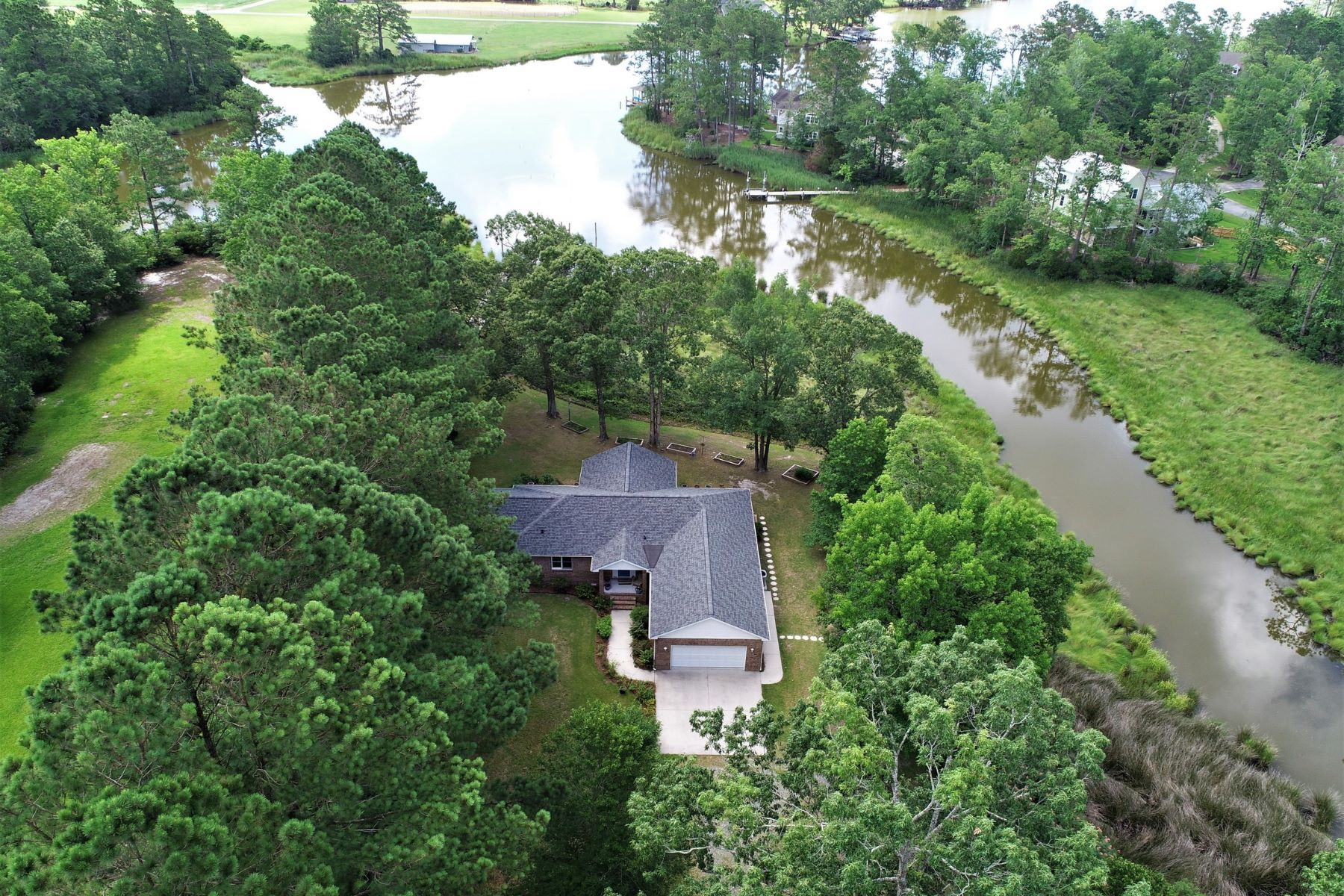 Single Family Homes for Sale at Hidden Waterfront Gem in Oriental 419 Kershaw Road Oriental, North Carolina 28571 United States