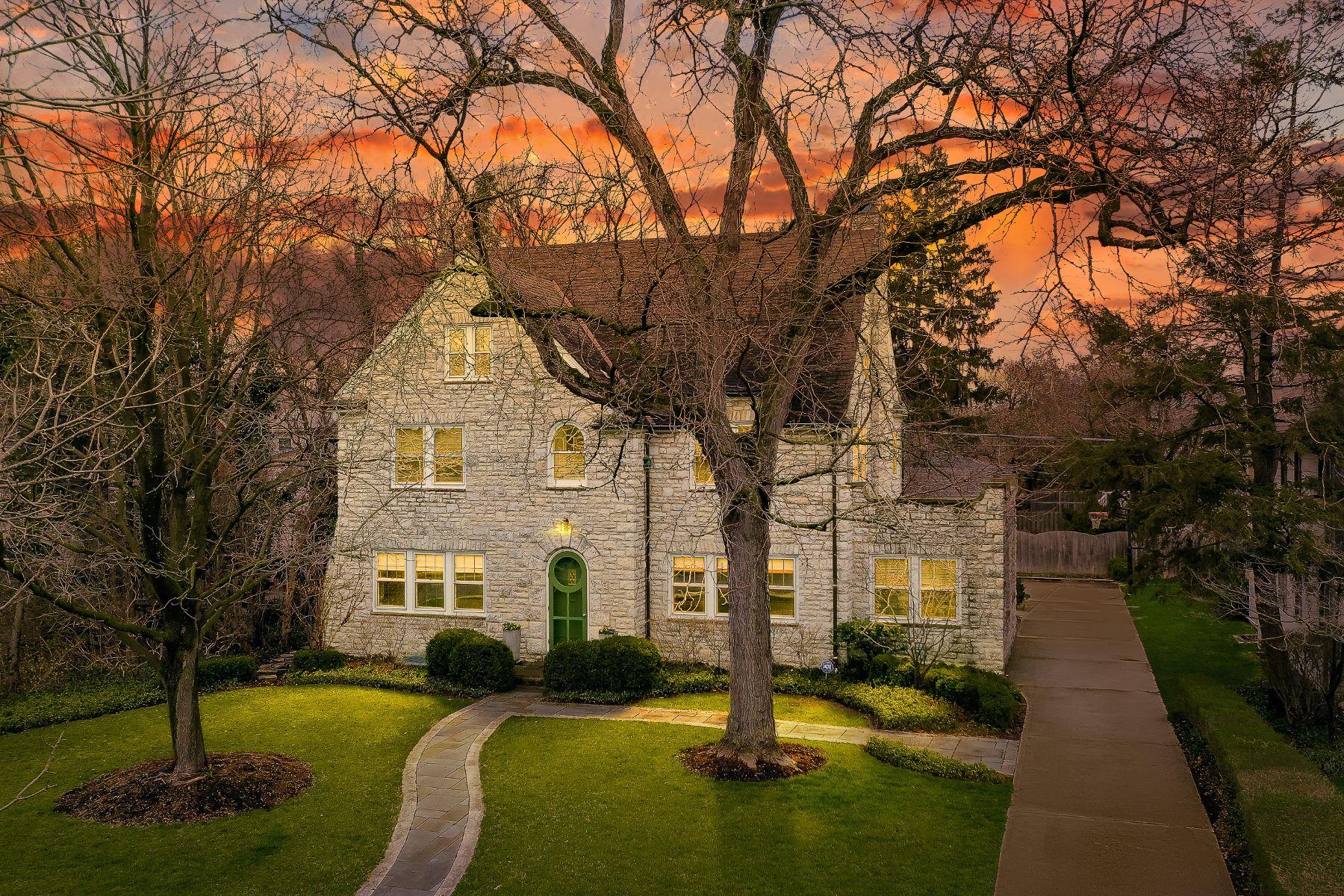Single Family Homes 为 销售 在 2498 Fair Avenue 贝克斯利, 俄亥俄州 43209 美国