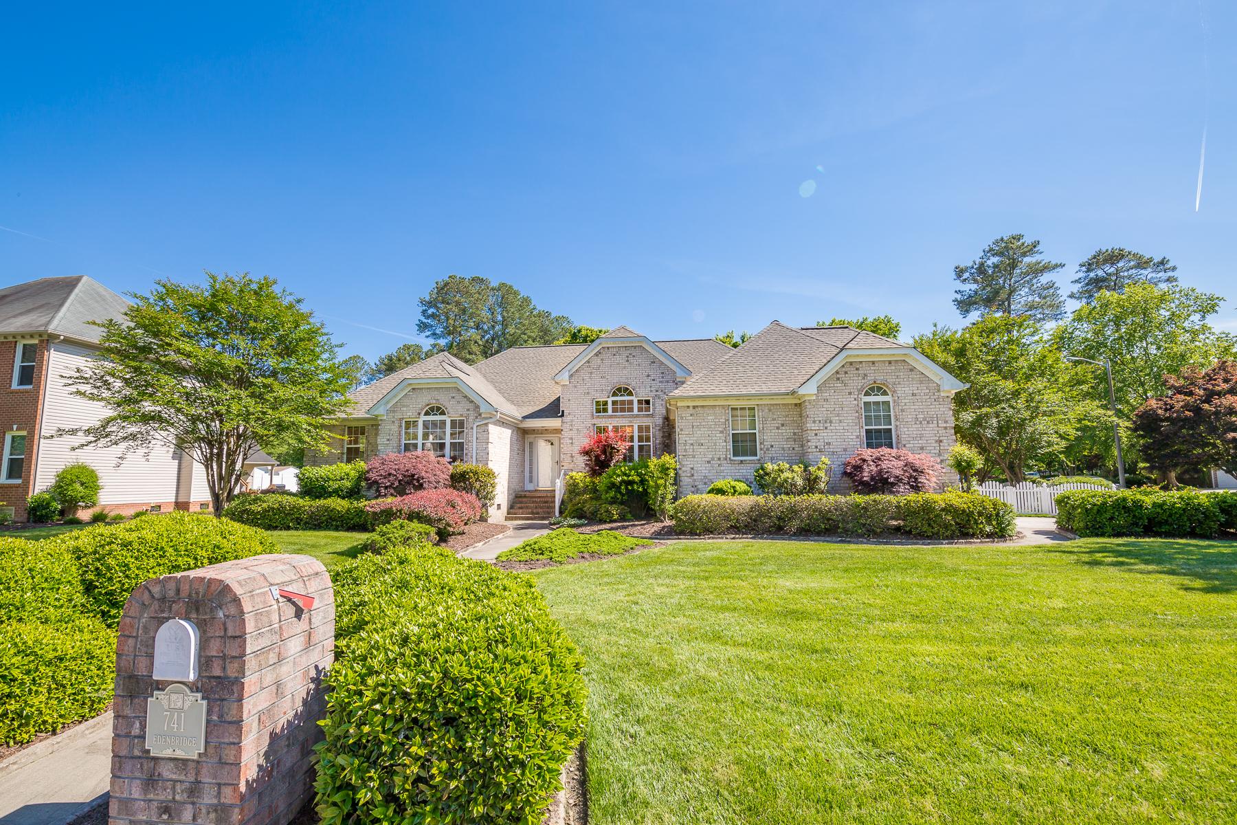 Single Family Home for Sale at The Lakes of Etheridge 741 Edenbridge Drive Chesapeake, Virginia 23322 United States
