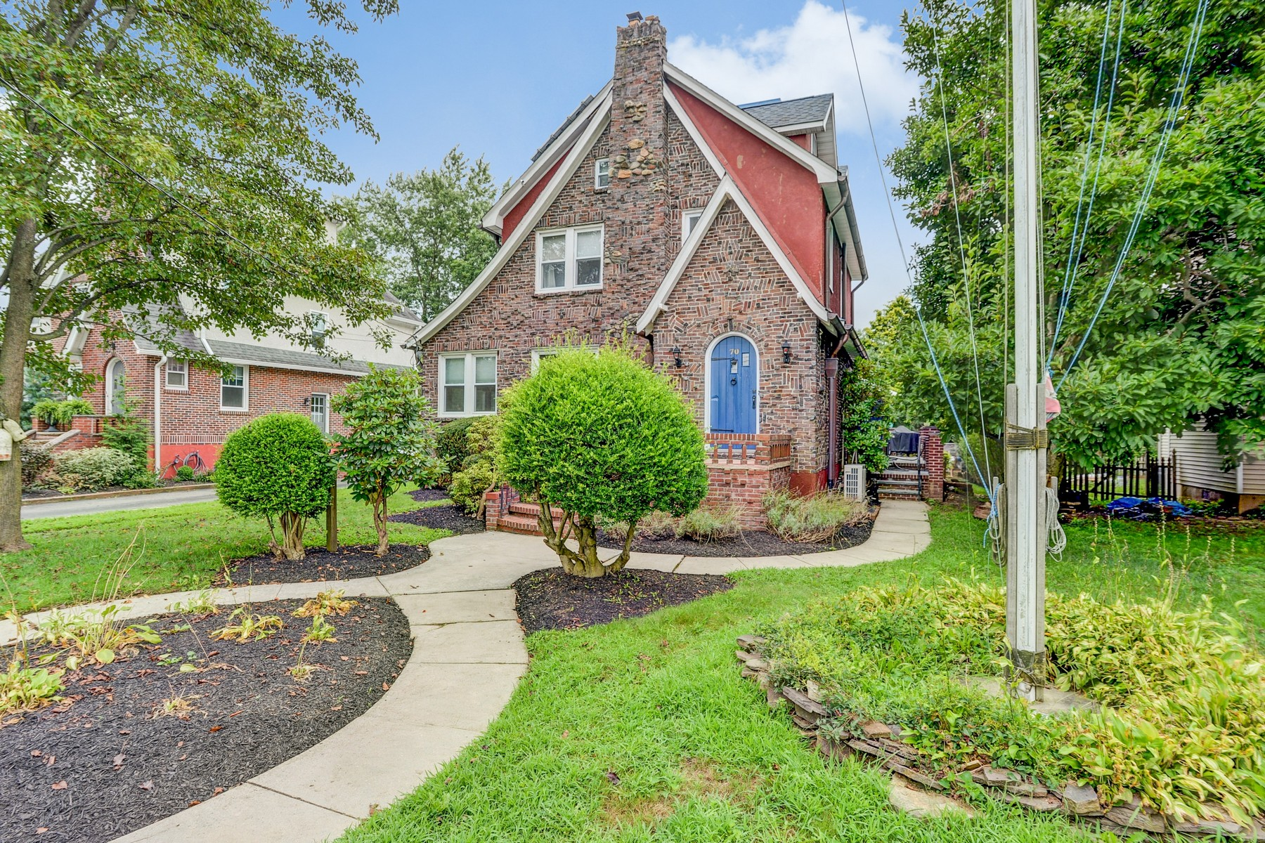Single Family Homes for Active at Charming Move-in Ready Home 70 Roosevelt Circle E Red Bank, New Jersey 07701 United States