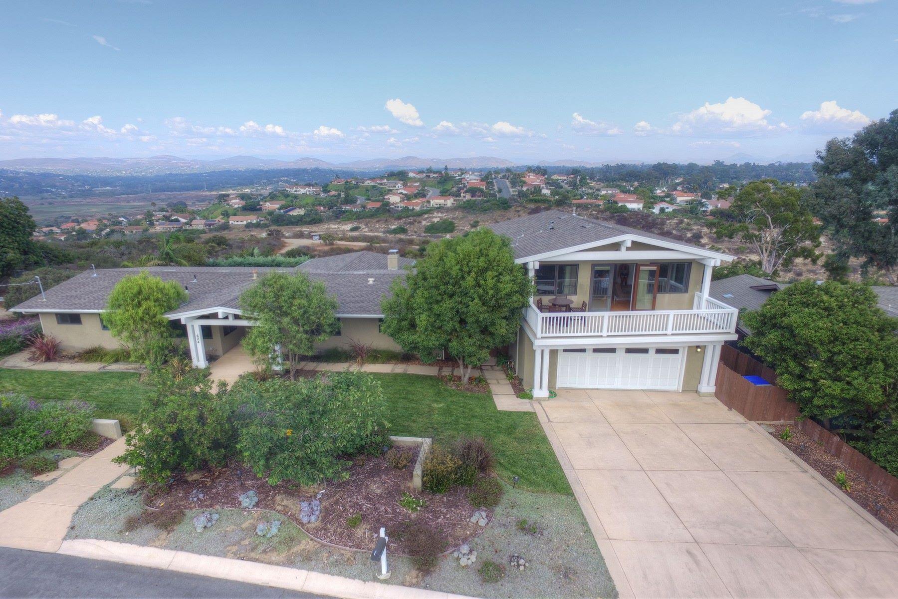 Maison unifamiliale pour l Vente à 624 Ridgeline Place Solana Beach, Californie, 92075 États-Unis