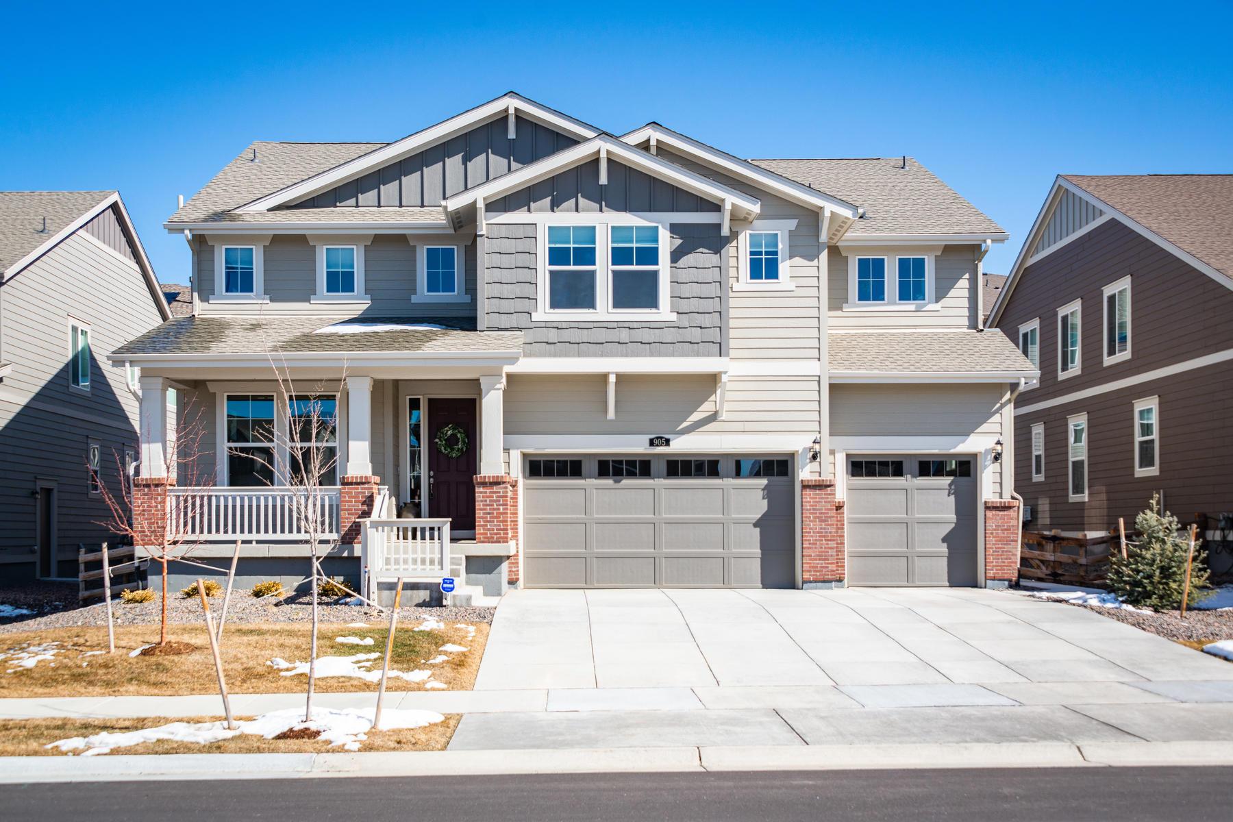 Single Family Homes のために 売買 アット Inviting Bright And Open Two-Story 905 Dakota Ln, Erie, コロラド 80516 アメリカ