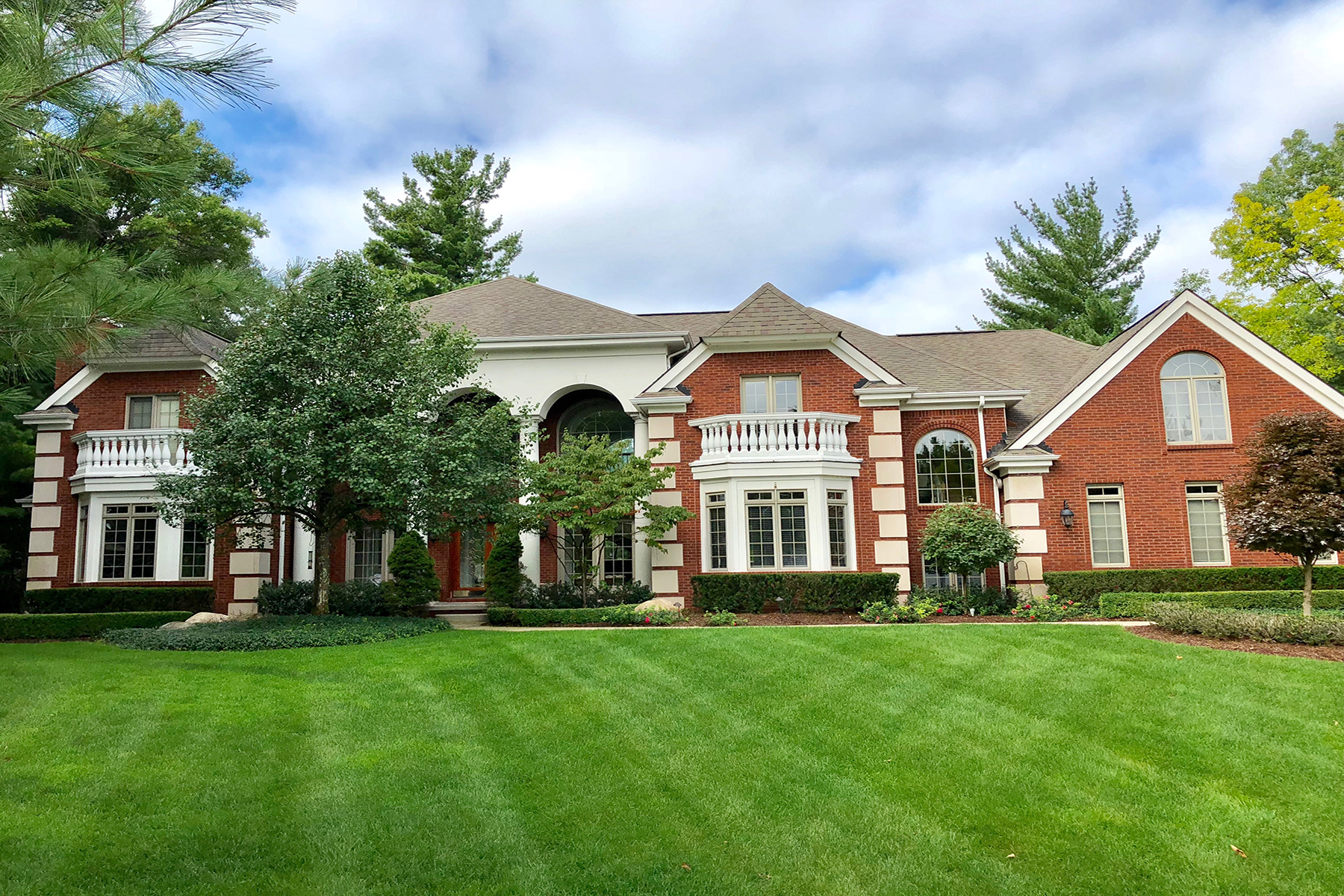 Single Family Homes for Sale at Oxford Township 1822 Arrowhead Trail Oxford, Michigan 48371 United States