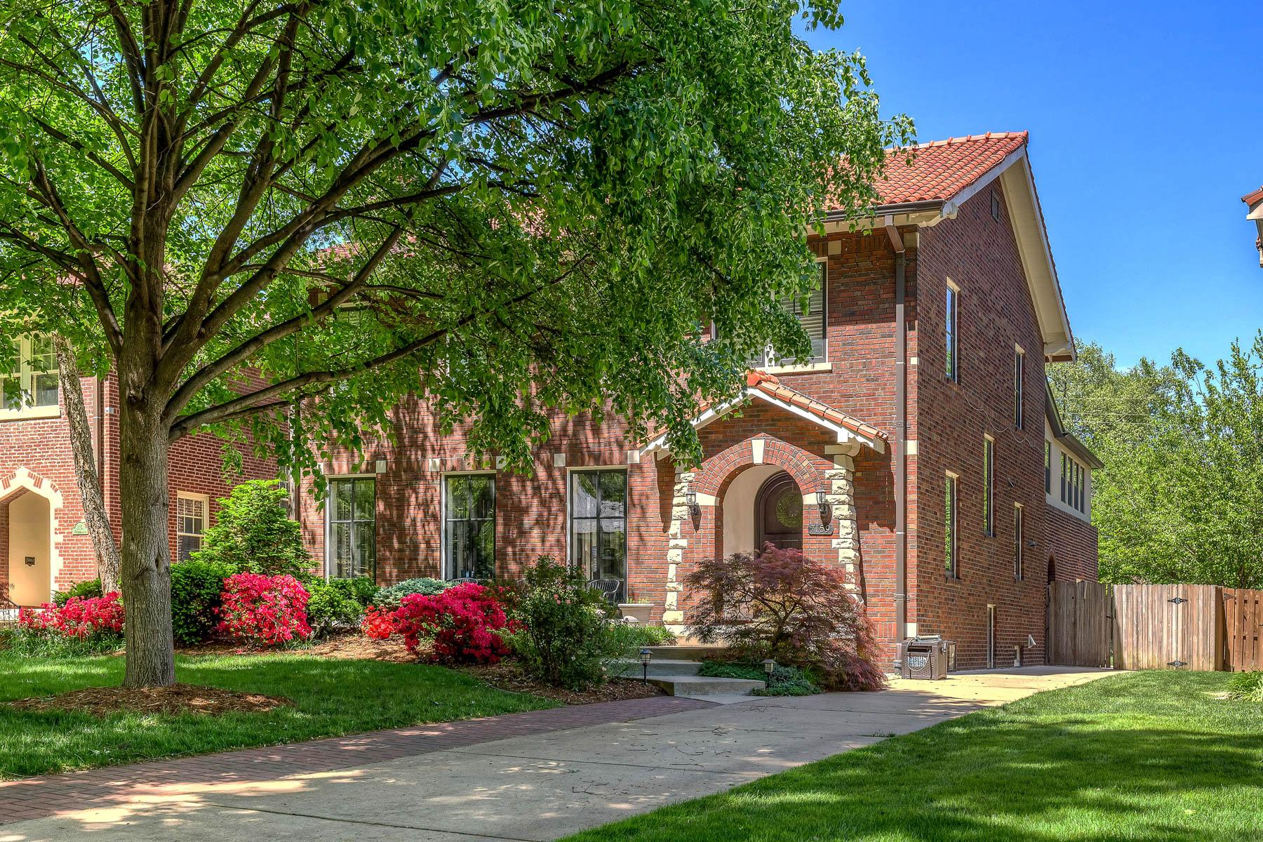 Maison unifamiliale pour l Vente à Westmoreland 7159 Westmoreland University City, Missouri, 63130 États-Unis