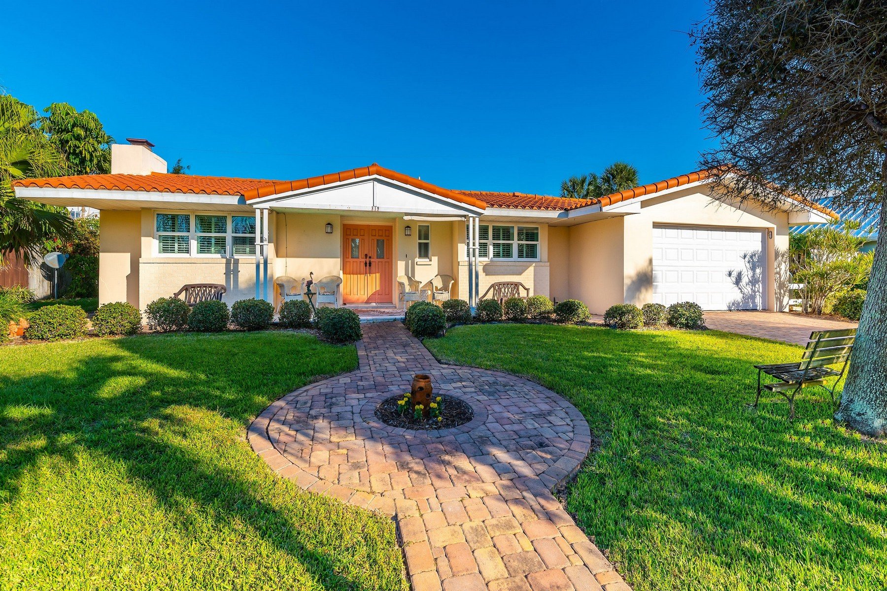 Single Family Home for Sale at Wonderful family pool home. 319 Hibiscus Trail Melbourne Beach, Florida 32951 United States
