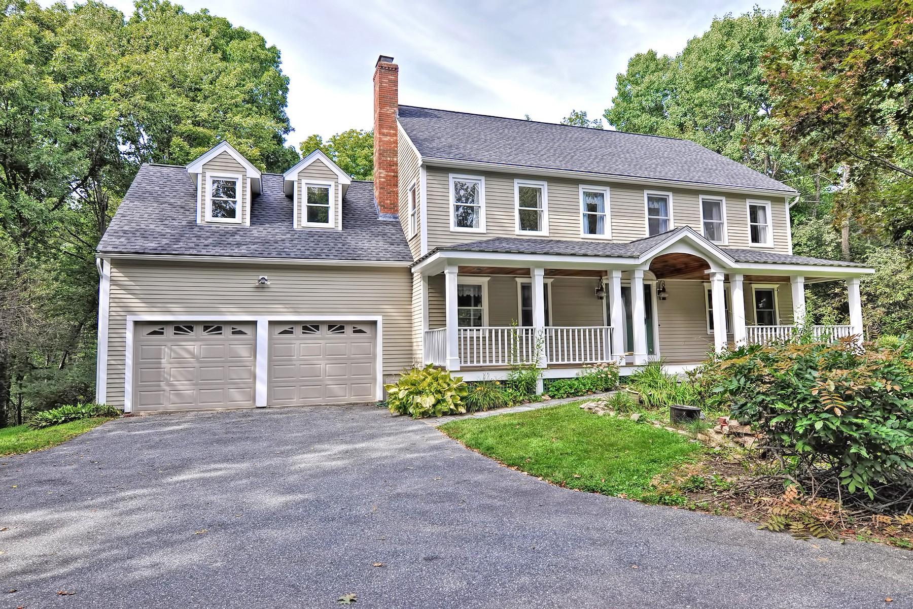 Single Family Homes por un Venta en Beautifully Maintained Colonial 65-A Adams Street Westborough, Massachusetts 01581 Estados Unidos