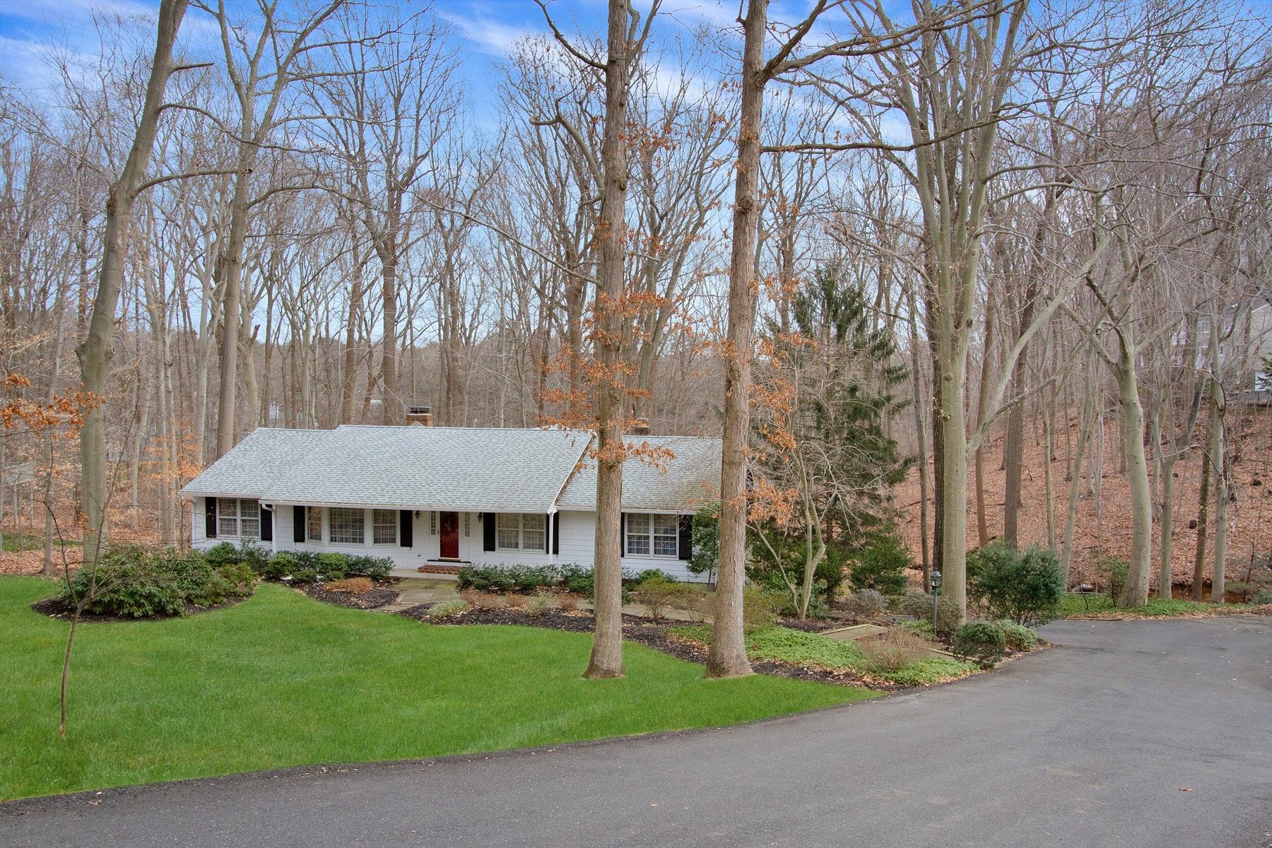single family homes для того Продажа на Sprawling Raised Ranch in Oak Hill 119 Deepdale Dr, Middletown, Нью-Джерси 07748 Соединенные Штаты