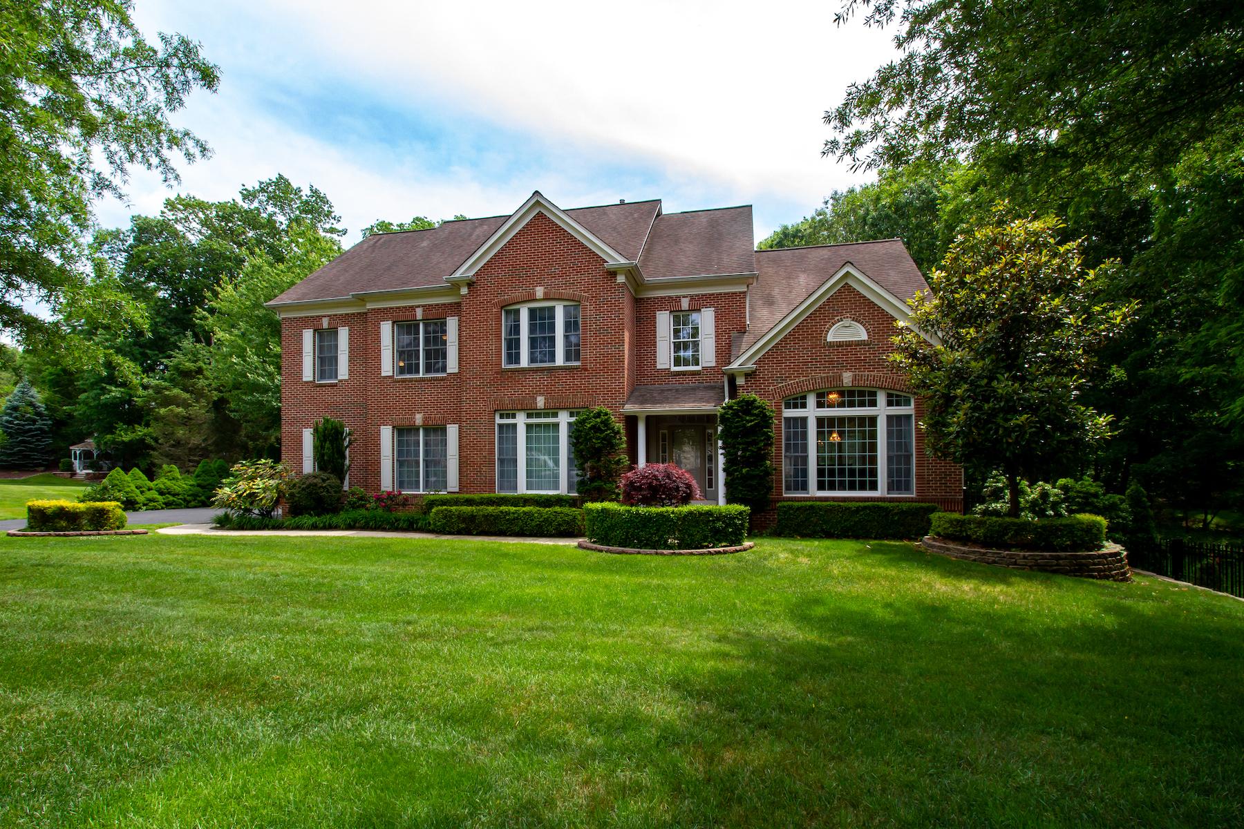 Single Family Homes 용 매매 에 Privacy is a new luxury! 12 Cinnamon Court, Holmdel, 뉴저지 07733 미국