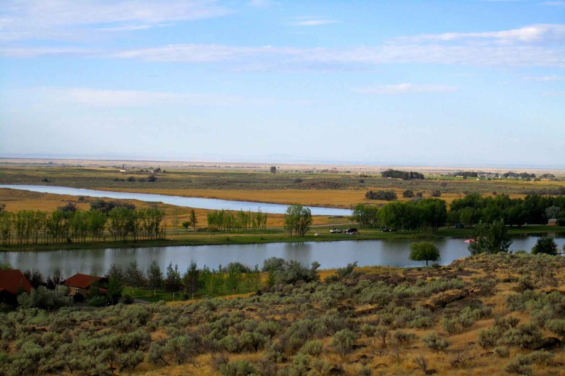 Additional photo for property listing at Black Butte Waterfront 801 N. 250 W. Shoshone, Idaho 83352 Estados Unidos