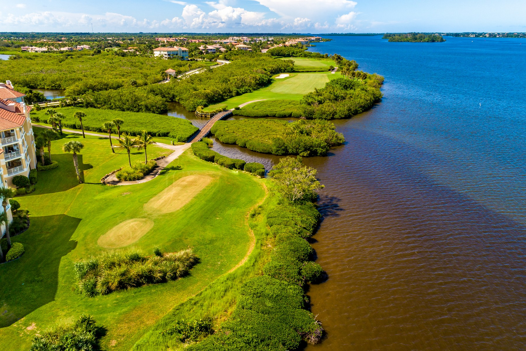 Additional photo for property listing at Luxury New Home in the Reserve at Grand Harbor 2348 Grand Harbor Reserve Square Vero Beach, Florida 32967 United States