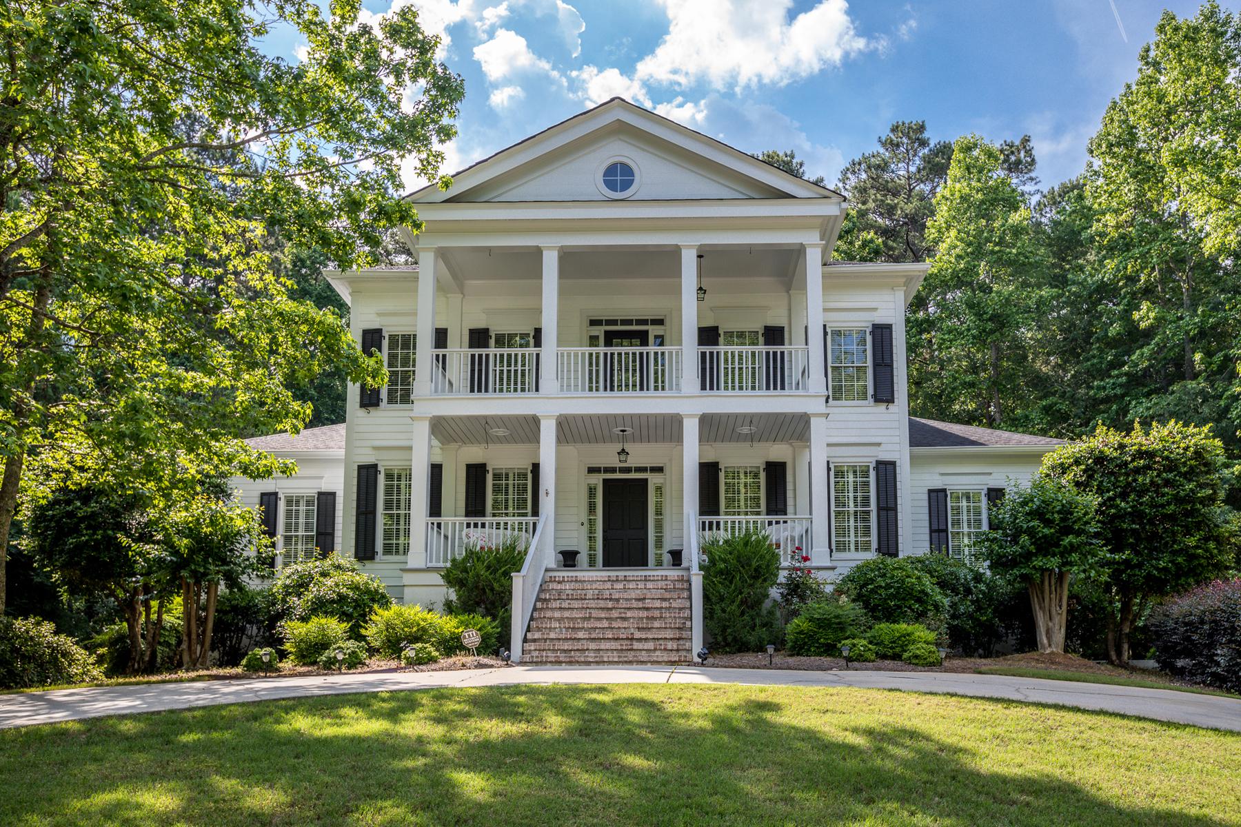 Single Family Homes för Försäljning vid Classic Highgrove Home 220 Old Ivy, Fayetteville, Georgien 30215 Förenta staterna