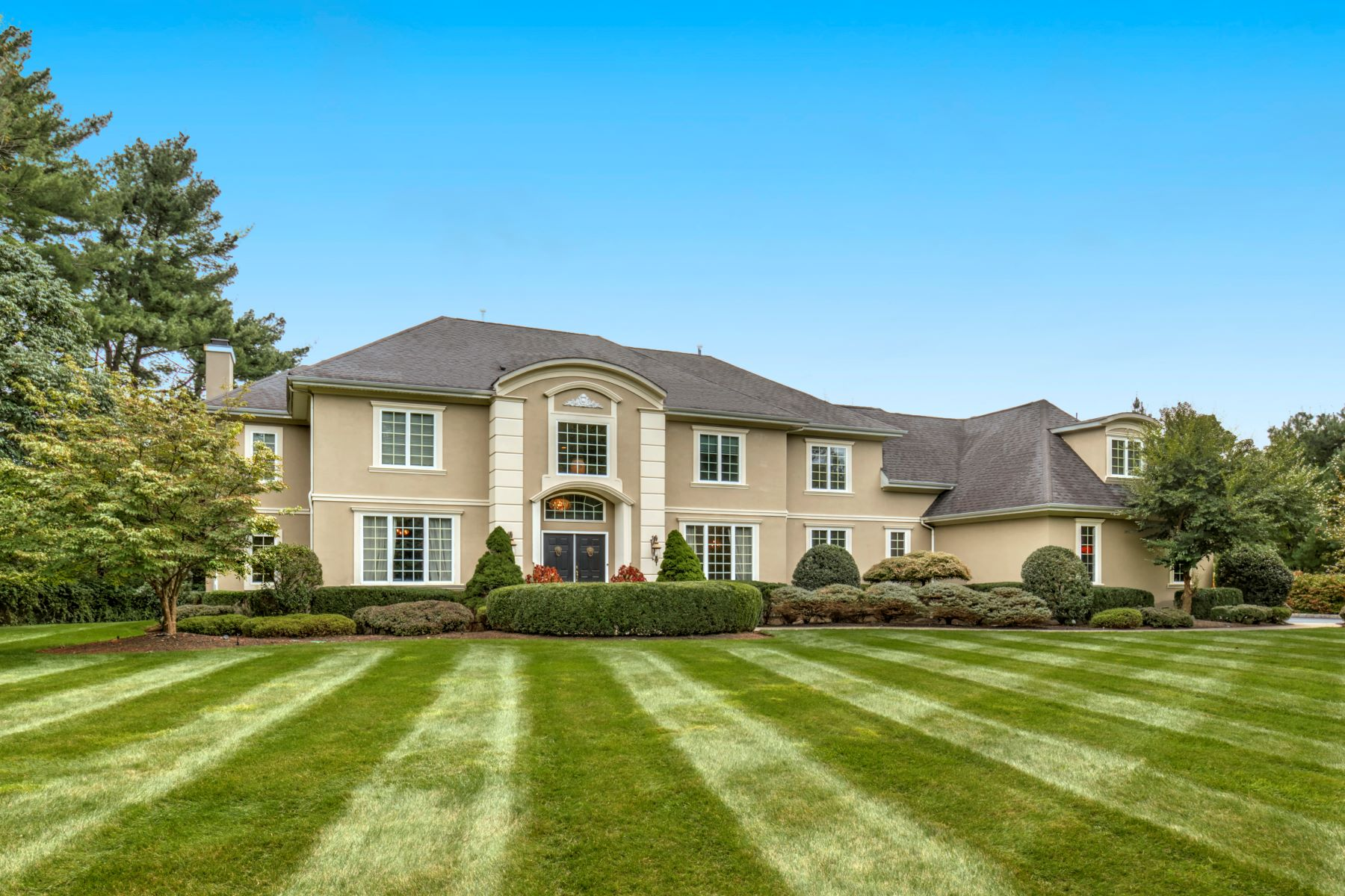 Single Family Homes 為 出售 在 Exceptional Custom Colonial 16 Chelsea Court, Basking Ridge, 新澤西州 07920 美國