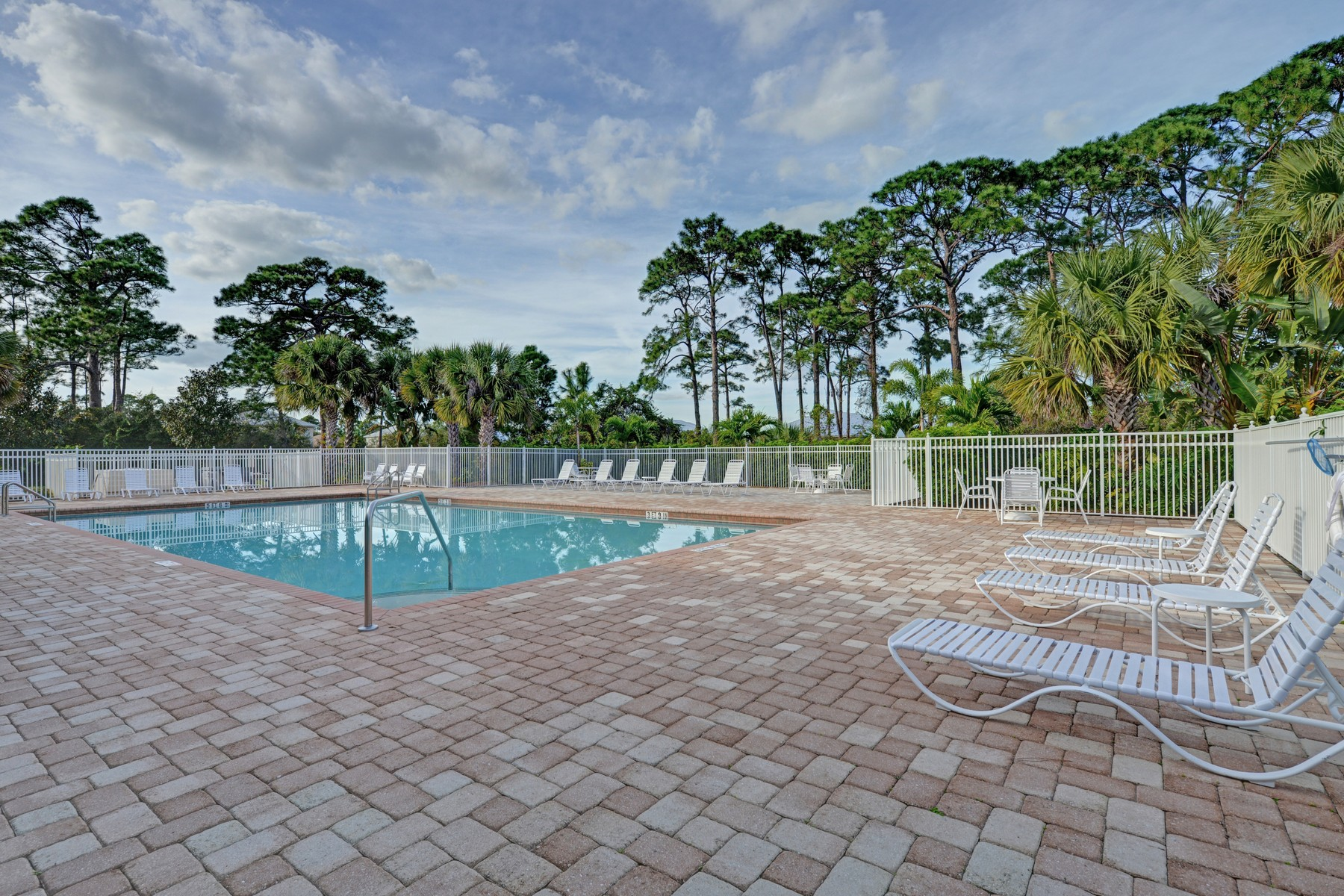 Additional photo for property listing at Former Model, Dramatic & Spacious, Pool! 454 11th Square SW Vero Beach, Florida 32962 United States