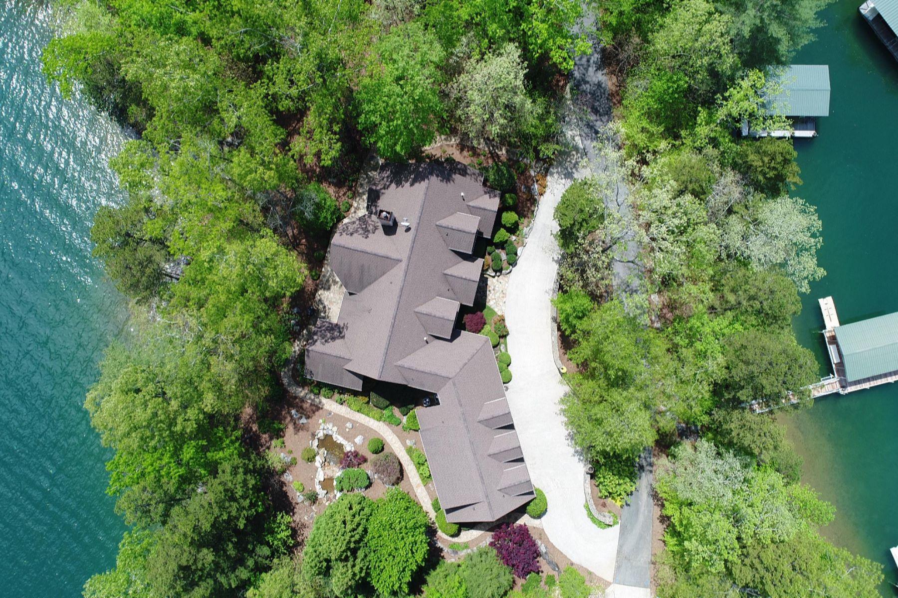 Casa Unifamiliar por un Venta en Front & Back of the Home are Leisurely Steps to the Lake 412 Ivorybill Way Salem, Carolina Del Sur, 29676 Estados Unidos