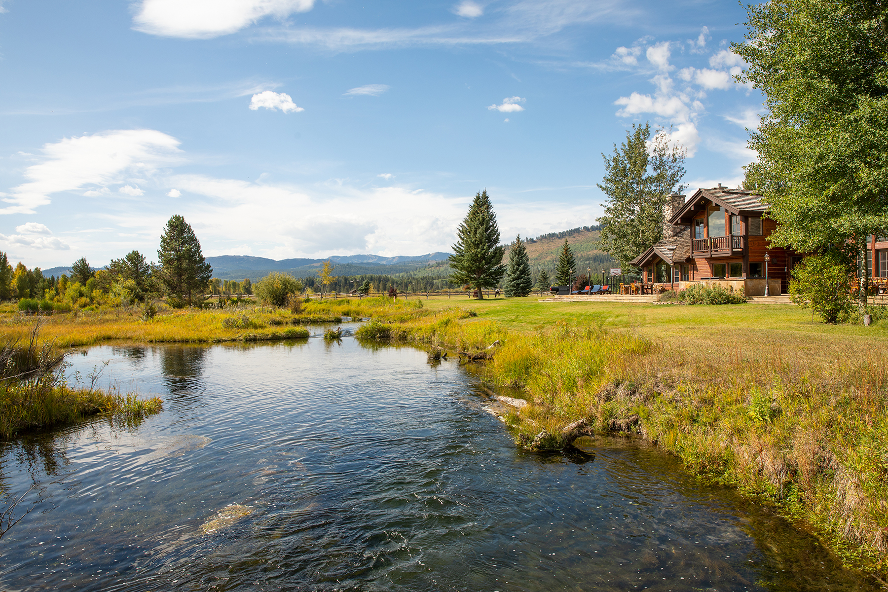 Single Family Homes for Active at Pine Meadow Estate 250 S Pines Edge Ln Wilson, Wyoming 83014 United States