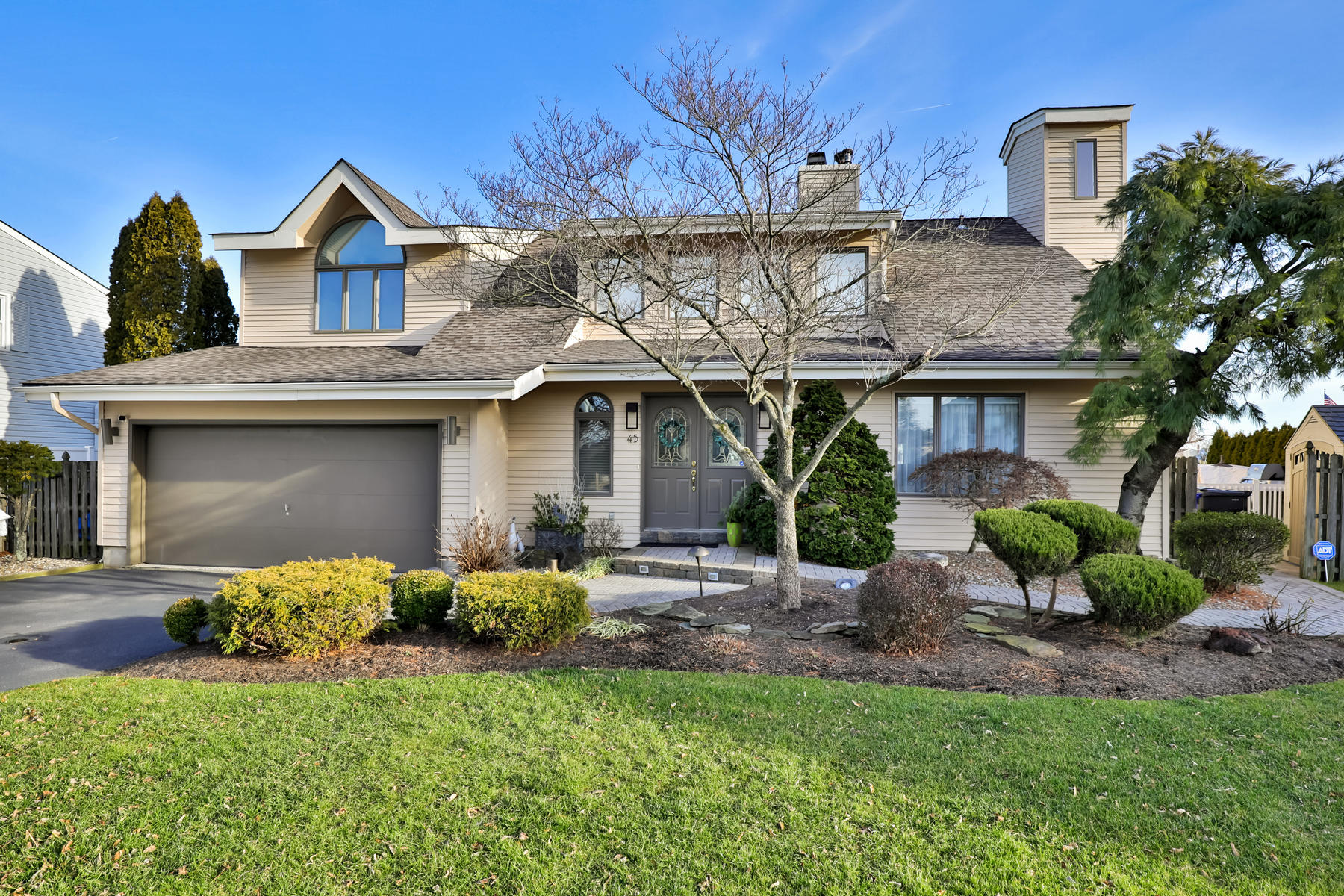 Single Family Homes for Sale at Entertainer's Delight Inside And Out 45 Florence Court Toms River, New Jersey 08753 United States