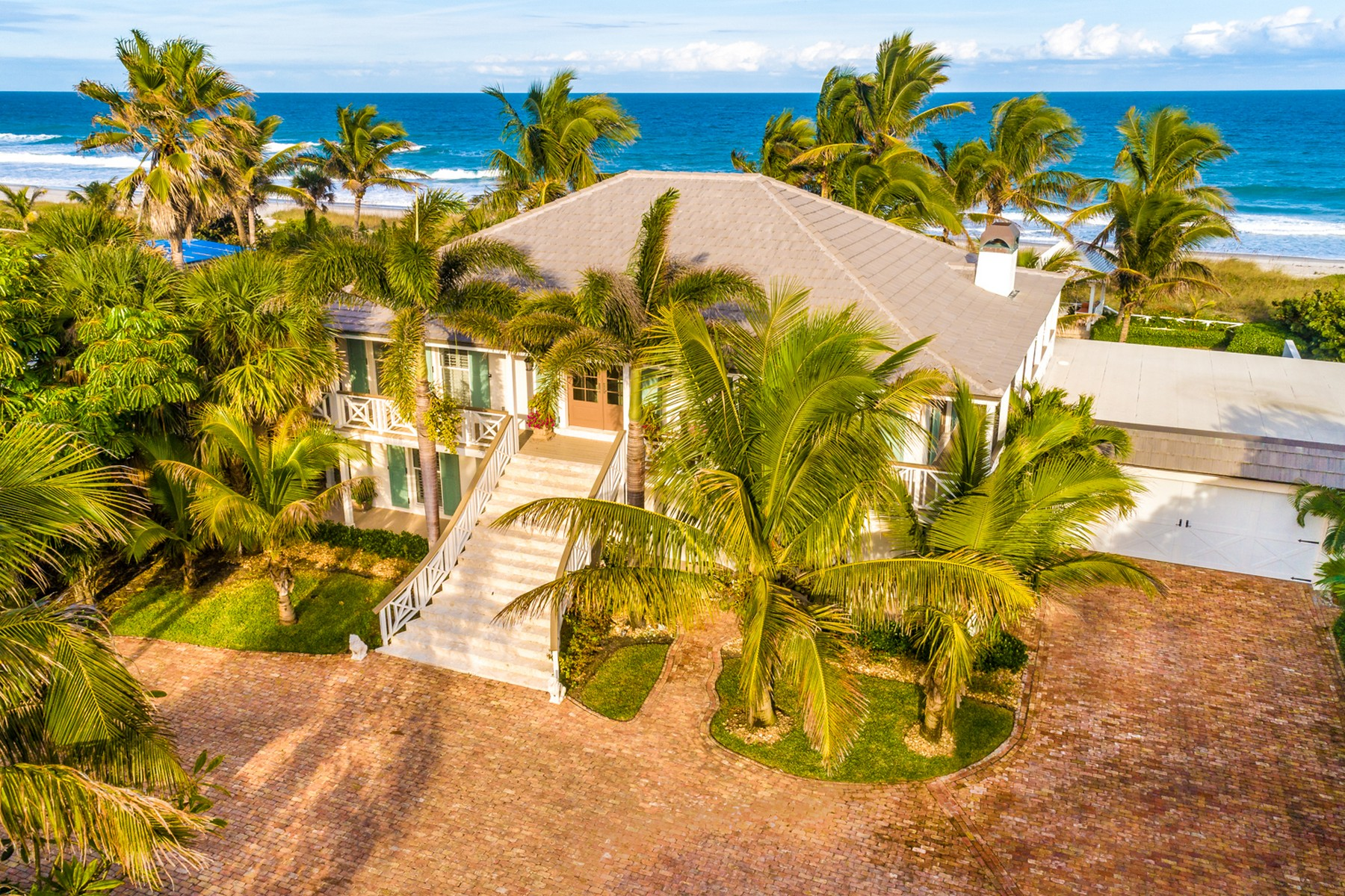 Частный односемейный дом для того Продажа на Beautiful Oceanfront estate property in rarely available Indialantic by the Sea. 1517 S Miramar Avenue Indialantic, Флорида 32903 Соединенные Штаты