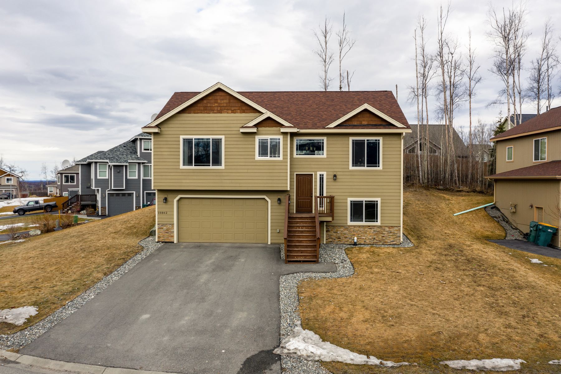 Single Family Homes for Sale at 10562 Splendor Loop 10862 Splendor Loop Eagle River, Alaska 99577 United States
