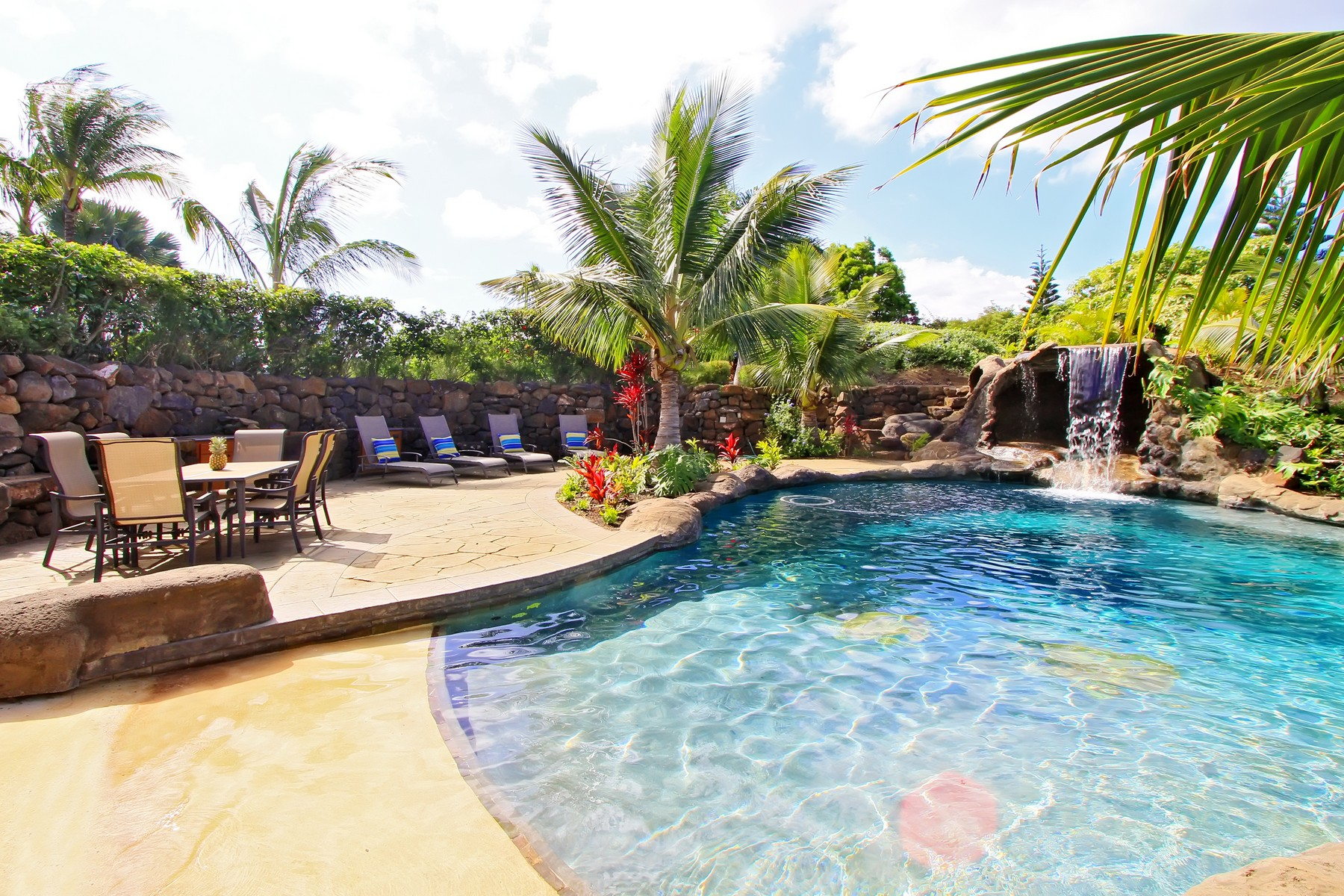 Tek Ailelik Ev için Satış at Extraordinary Maui Private Estate With Guest House & Pool Oasis 220 Ohaoha Place Makawao, Hawaii 96768 Amerika Birleşik Devletleri