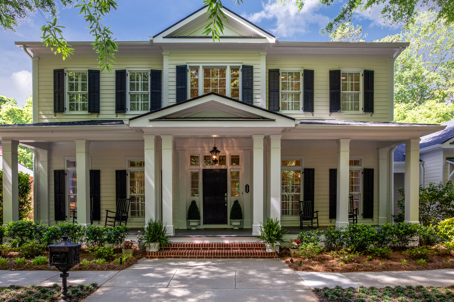 Single Family Homes for Sale at Lake Front Home in North Cove - Peachtree City's Most Sought After Address 106 North Cove Dr Peachtree City, Georgia 30269 United States