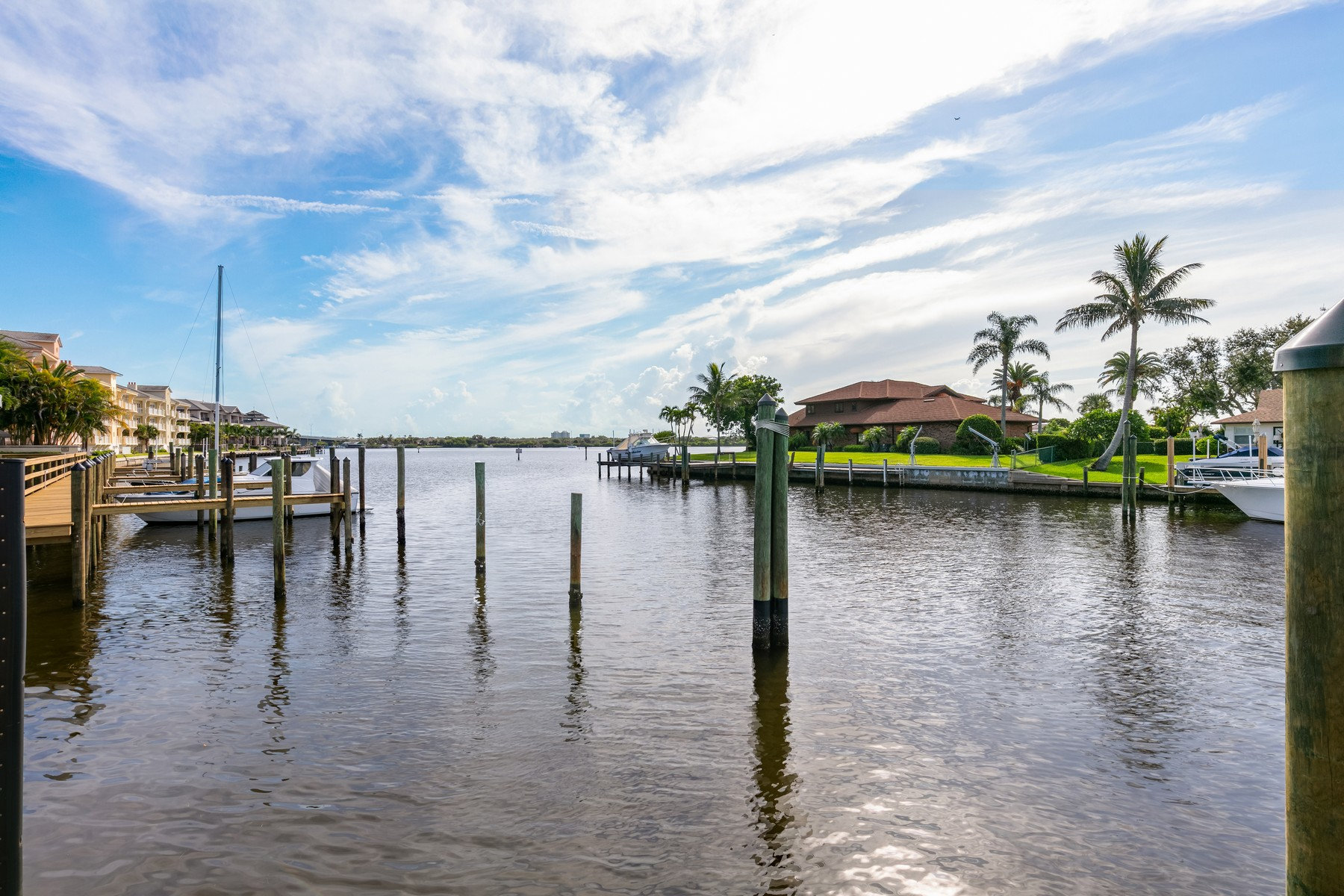 Additional photo for property listing at New Luxurious Riverfront Townhome In Walk To It All Location 21-B Royal Palm Pointe Vero Beach, Florida 32960 United States
