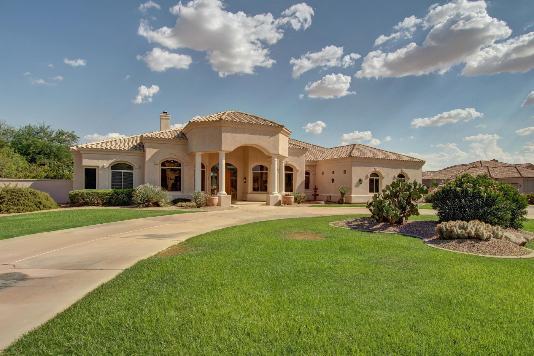 Maison unifamiliale pour l Vente à Ideal single level ​custom home in ​desirable Circle G. 2559 E Virgo Pl Chandler, Arizona 85249 États-Unis