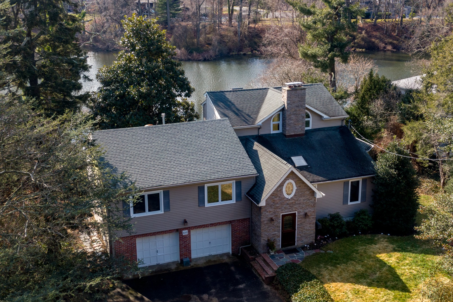 Single Family Homes vì Bán tại Overlooking Shippee's Pond 60 Laury Drive, Fair Haven, New Jersey 07704 Hoa Kỳ