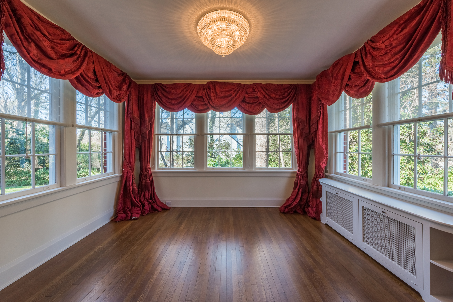 Additional photo for property listing at Pristine Historic Brookhaven Classic 1055 Stovall Blvd Atlanta, Georgia 30319 United States