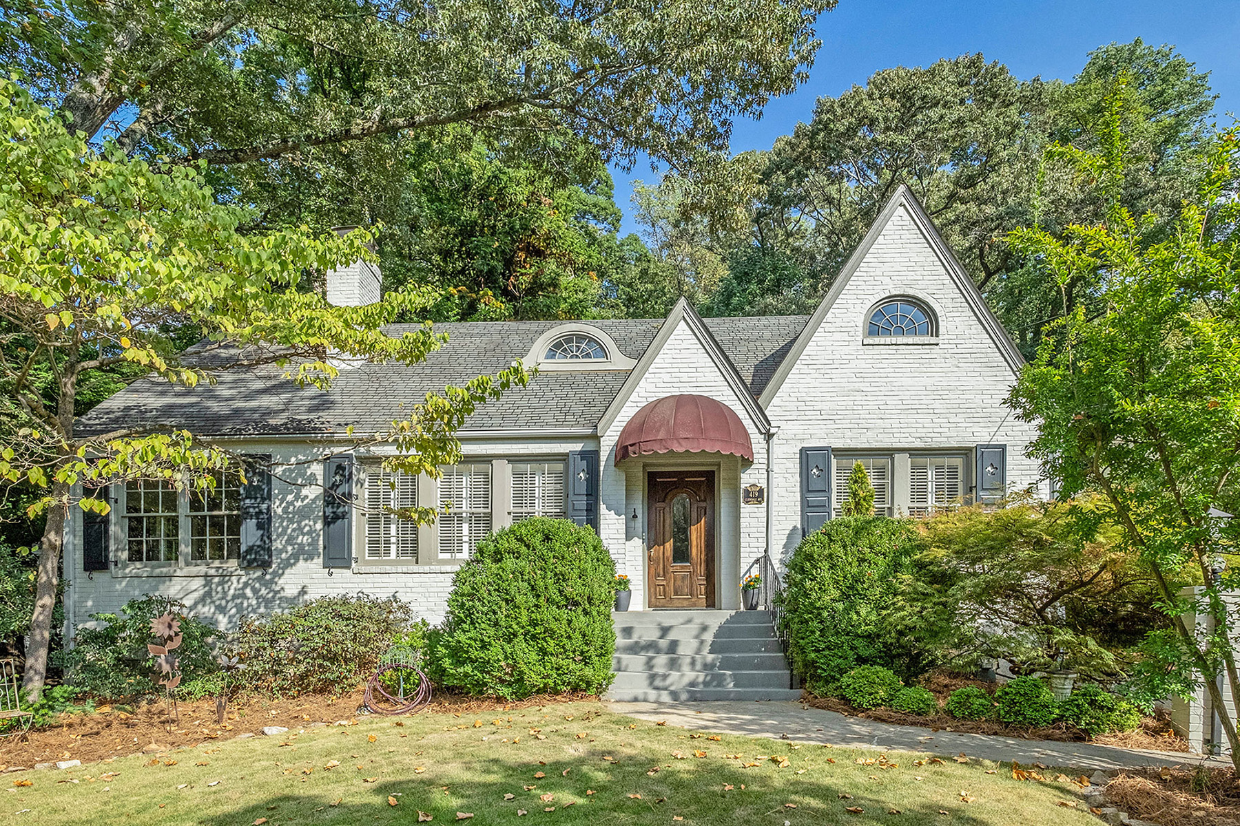 Single Family Homes のために 売買 アット Iconic Glendale Estates Home You Do Not Want to Miss 419 Glendale Ave, Decatur, ジョージア 30030 アメリカ