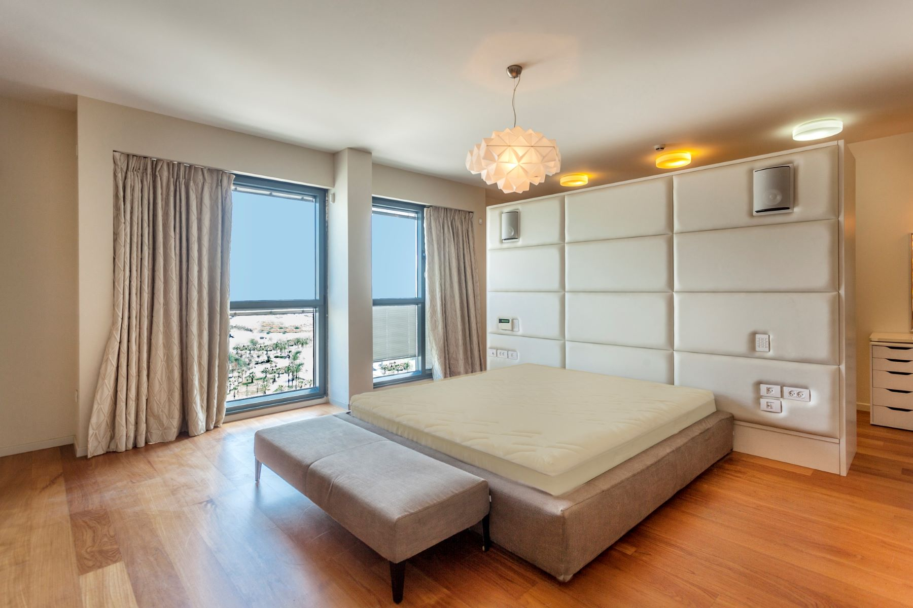 Additional photo for property listing at Harmonious One-Level Penthouse in Marina Towers Herzliya Pituach, Israel Israel