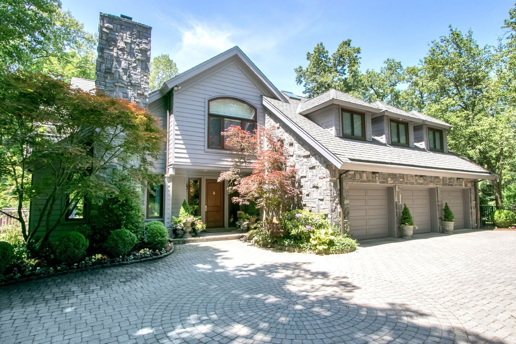 Single Family Home for Sale at Spectacular Colonial 7 Stonybrook Rd, Tenafly, New Jersey 07670 United States