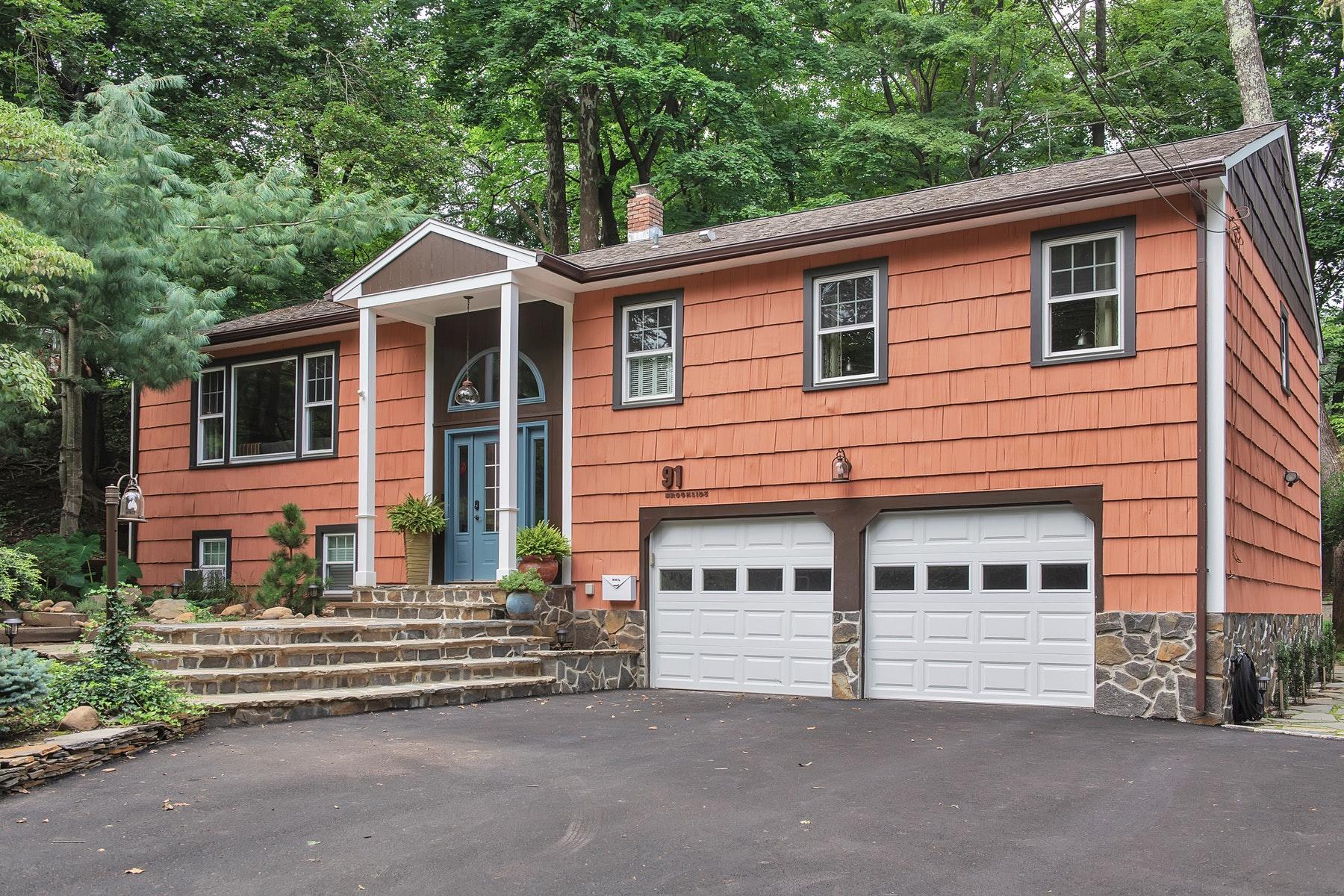 Property 为 销售 在 Renovated Caldwell Bi-level Home 91 Brookside Avenue, Caldwell, 新泽西州 07006 美国