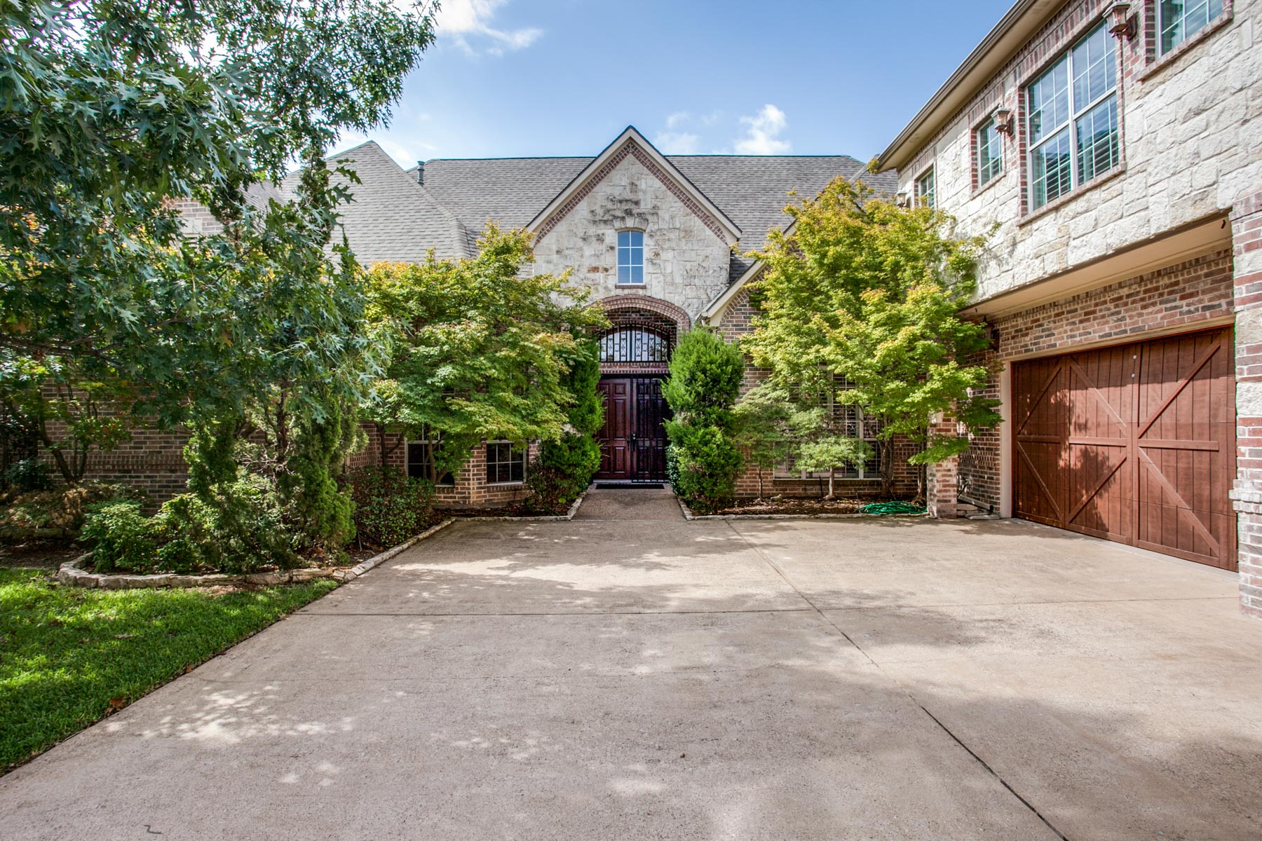 Single Family Home for Sale at Wonderful Traditional 7706 Yamini Drive, Dallas, Texas, 75230 United States