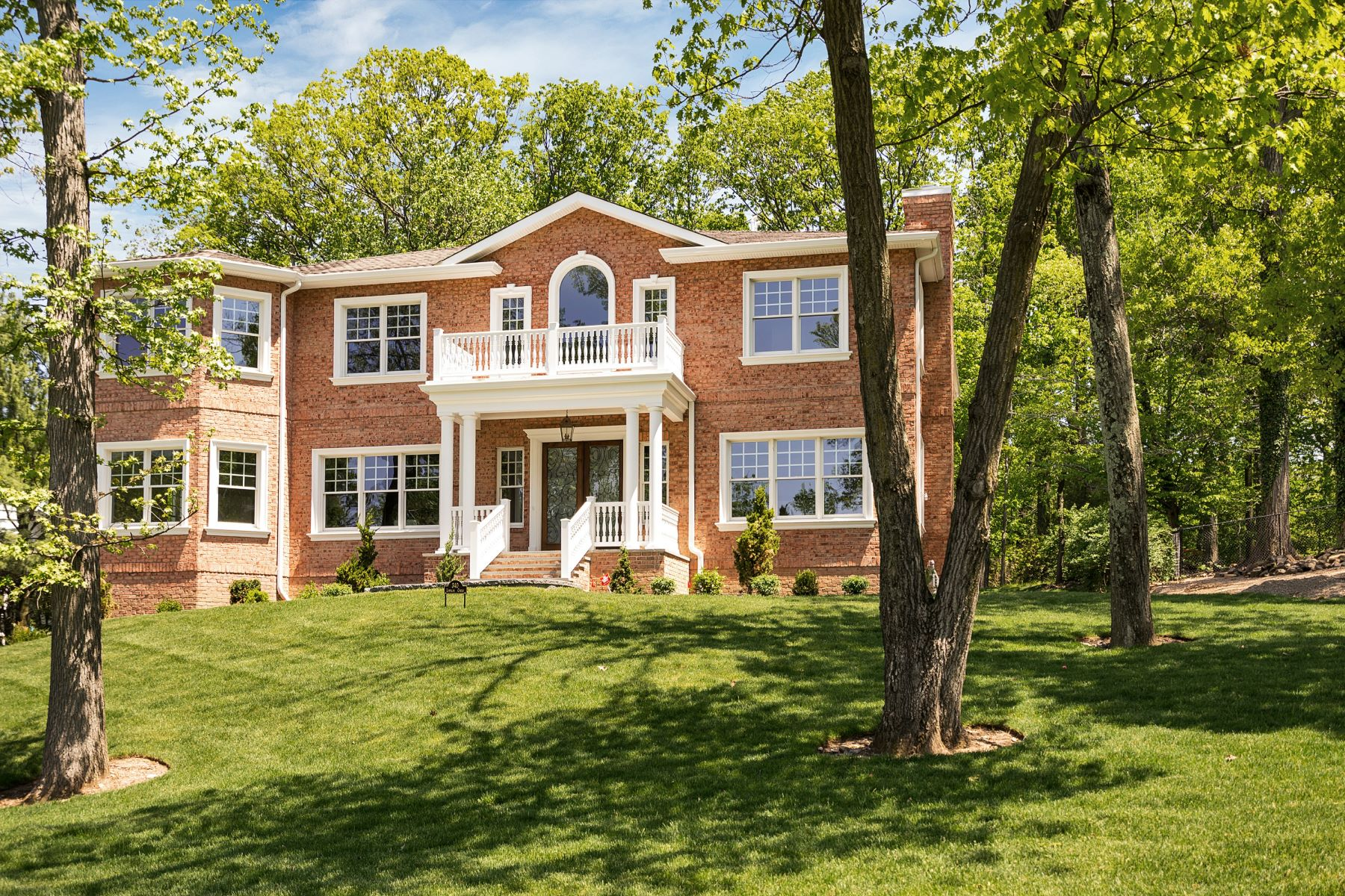 Single Family Homes para Venda às Majestic Colonial 340 Lewelen Circle, Englewood, Nova Jersey 07631 Estados Unidos