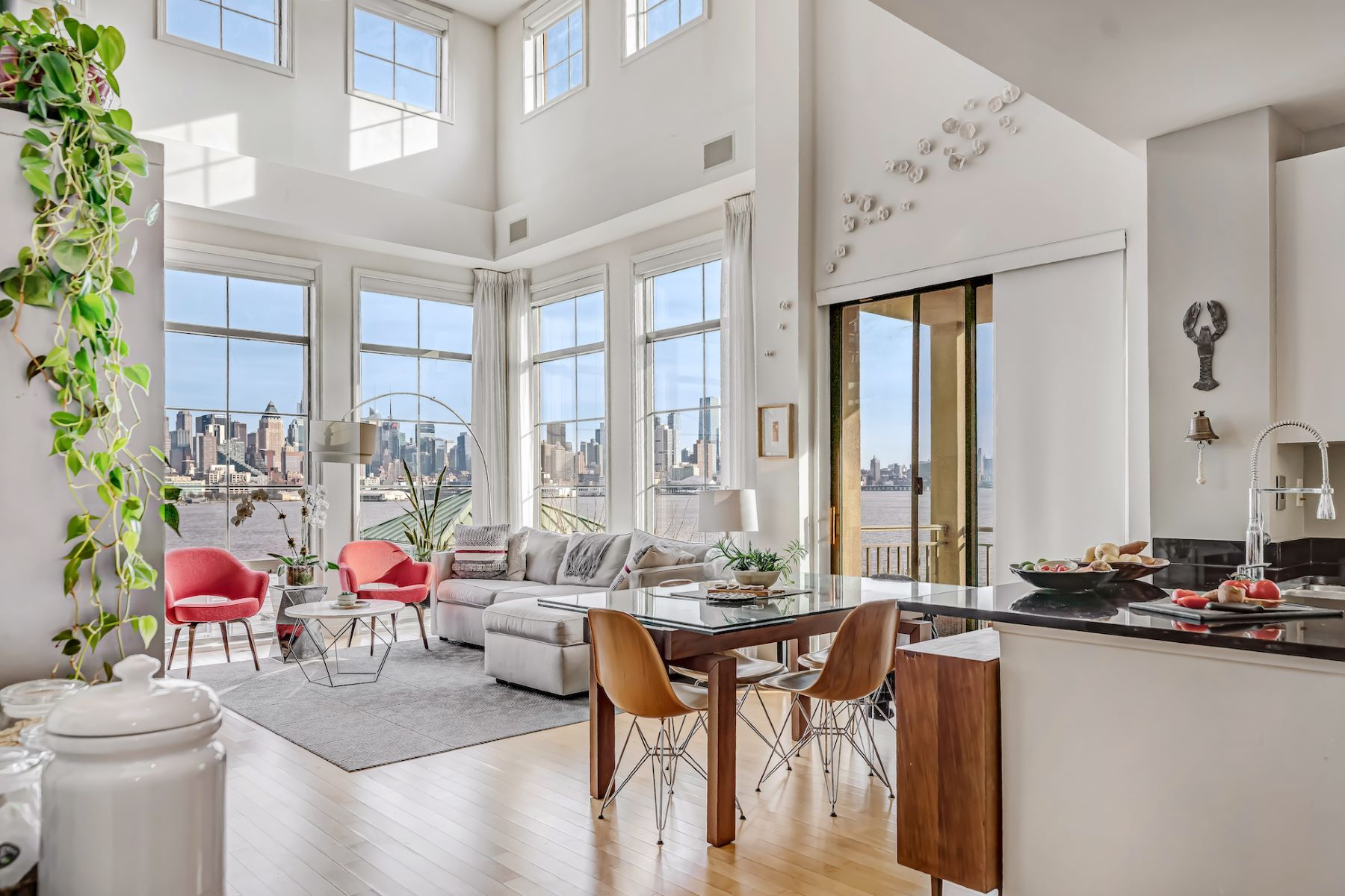 Condominiums pour l Vente à The Best Penthouse on the Hudson & a home unlike any other! 24 Avenue at Port Imperial #446, West New York, New Jersey 07093 États-Unis