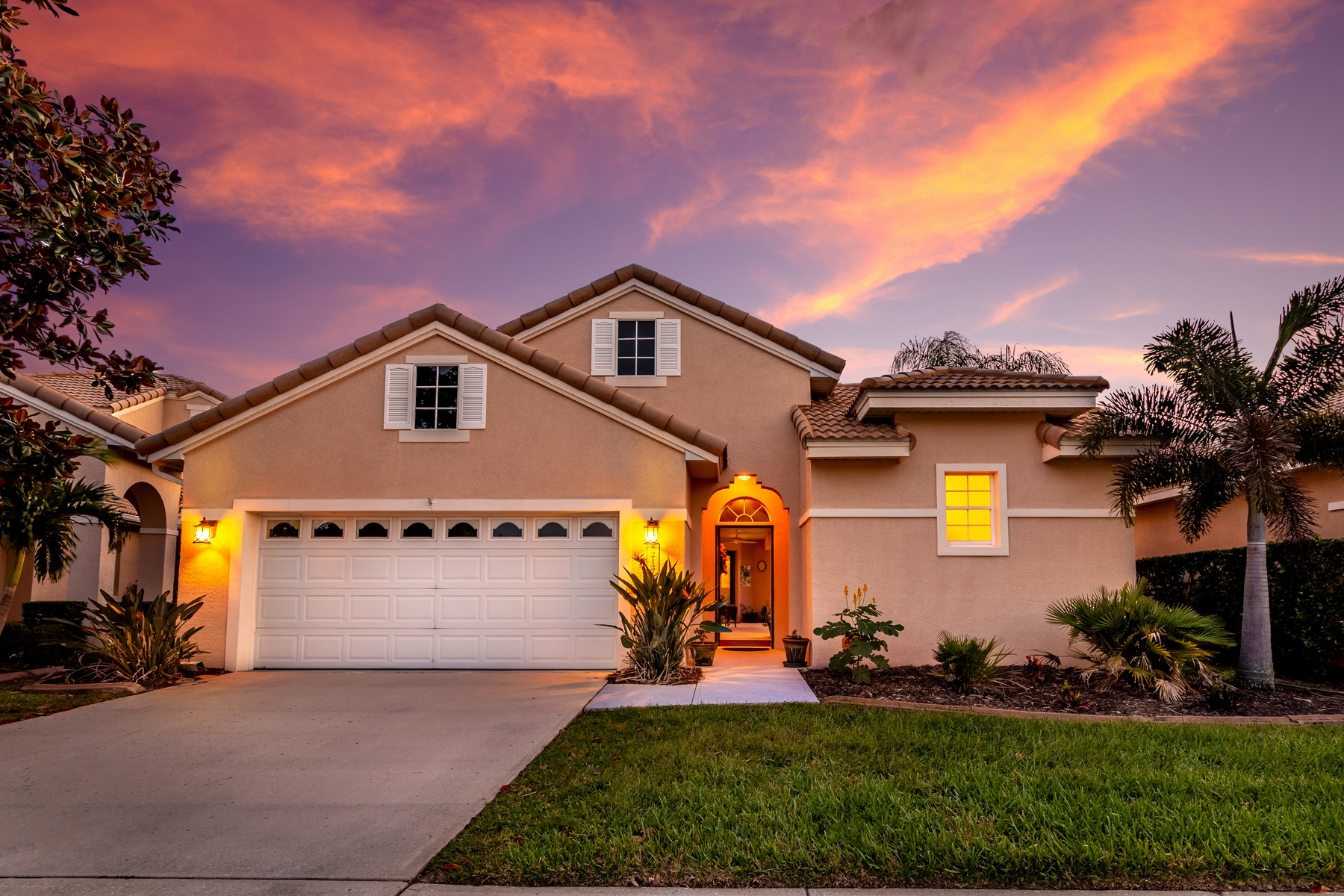 single family homes for Sale at Spacious Courtyard Pool Home in Isles of Baytree 8213 Simpkins Way Melbourne, Florida FL United States