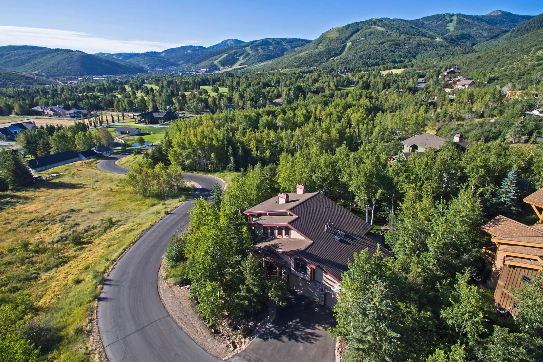 Casa Unifamiliar por un Venta en Resort Views and Privacy in Iron Canyon 2410 Iron Canyon Dr Park City, Utah, 84060 Estados Unidos