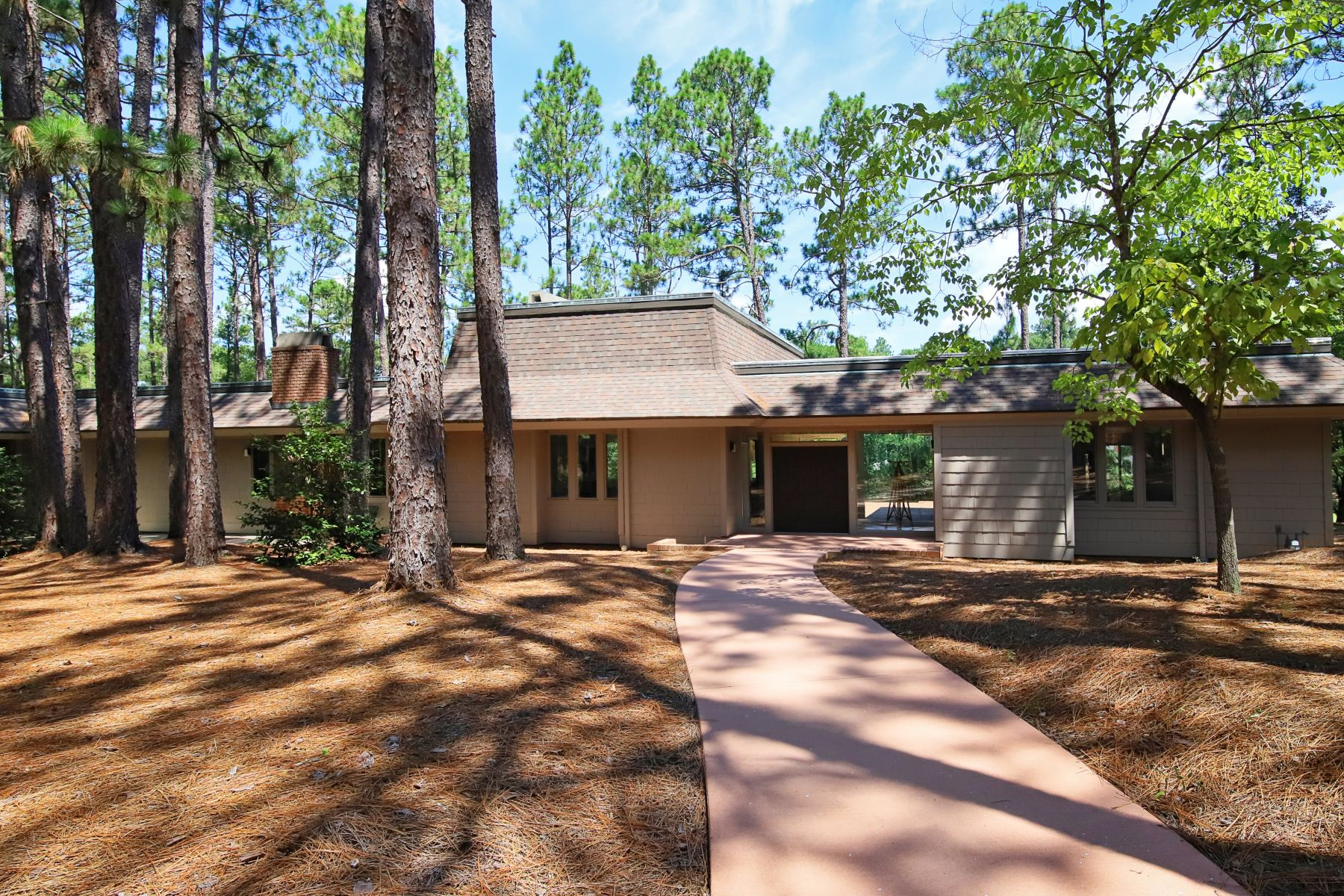Single Family Homes for Active at FULLY RENOVATED MID CENTURY CONTEMPORARY WITH INCREDIBLE VIEWS! 400 Lake Dornoch Drive Pinehurst, North Carolina 28374 United States
