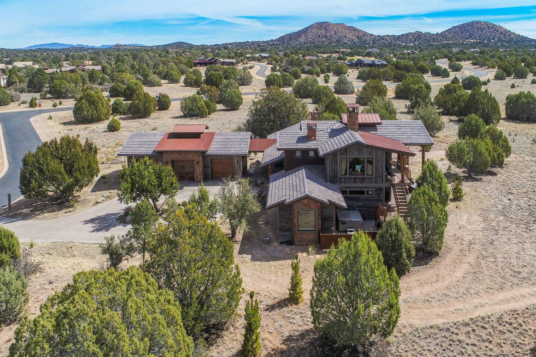 Частный односемейный дом для того Продажа на Beautiful Designed Custom Rustic Home 15380 N Hatfield Drive, Prescott, Аризона, 86305 Соединенные Штаты