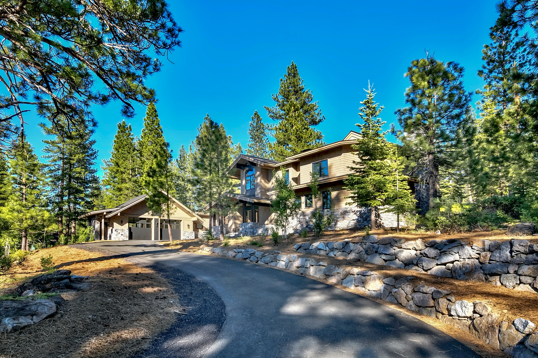 Single Family Homes 为 销售 在 13212 Snowshoe Thompson, Truckee, CA 13212 Snowshoe Thompson Circle 特拉基, 加利福尼亚州 96161 美国