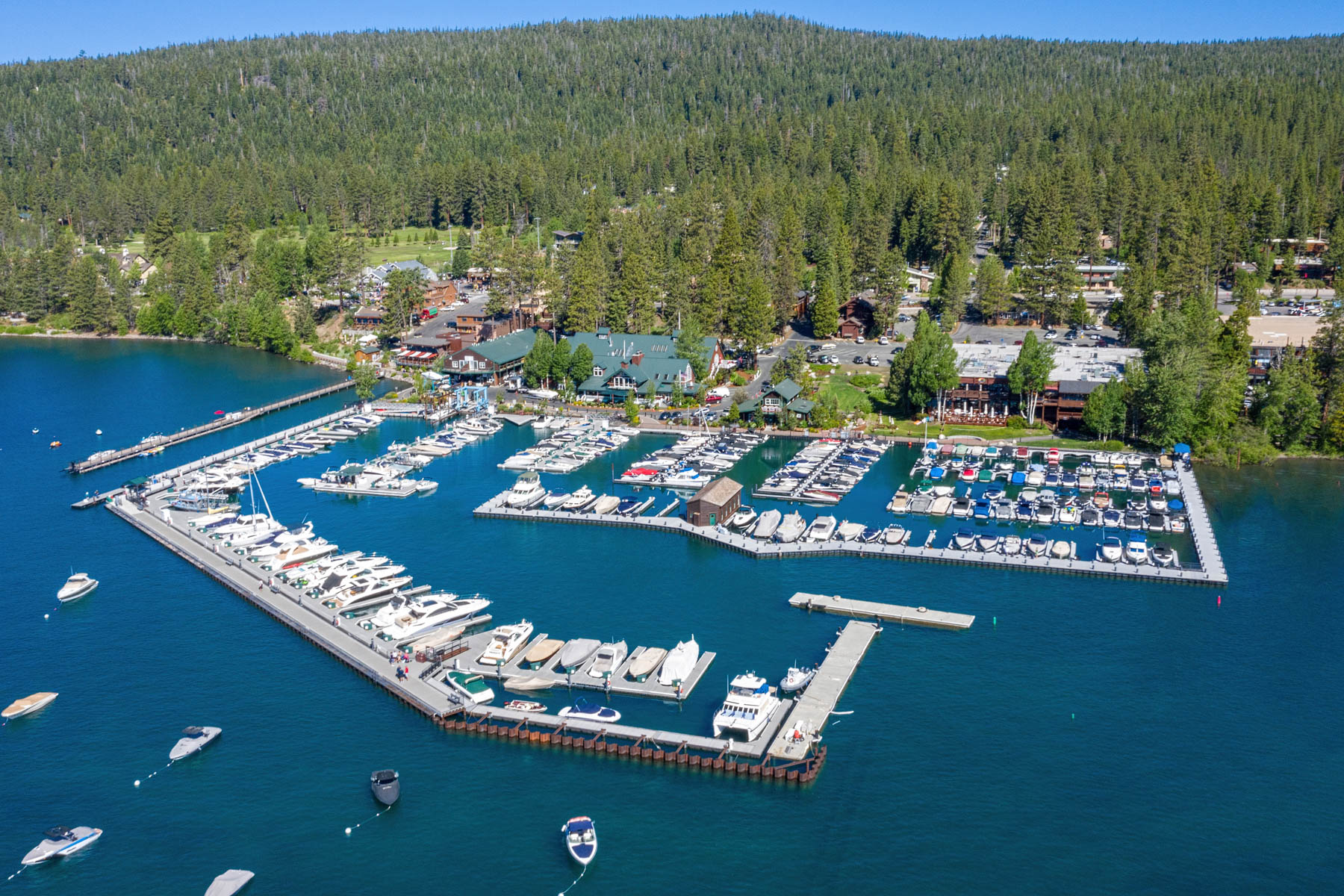 Additional photo for property listing at 700 N Lake Blvd #E-16, Tahoe City, CA 96145 700 N Lake Blvd #E-16 塔霍湖城, 加利福尼亚州 96145 美国