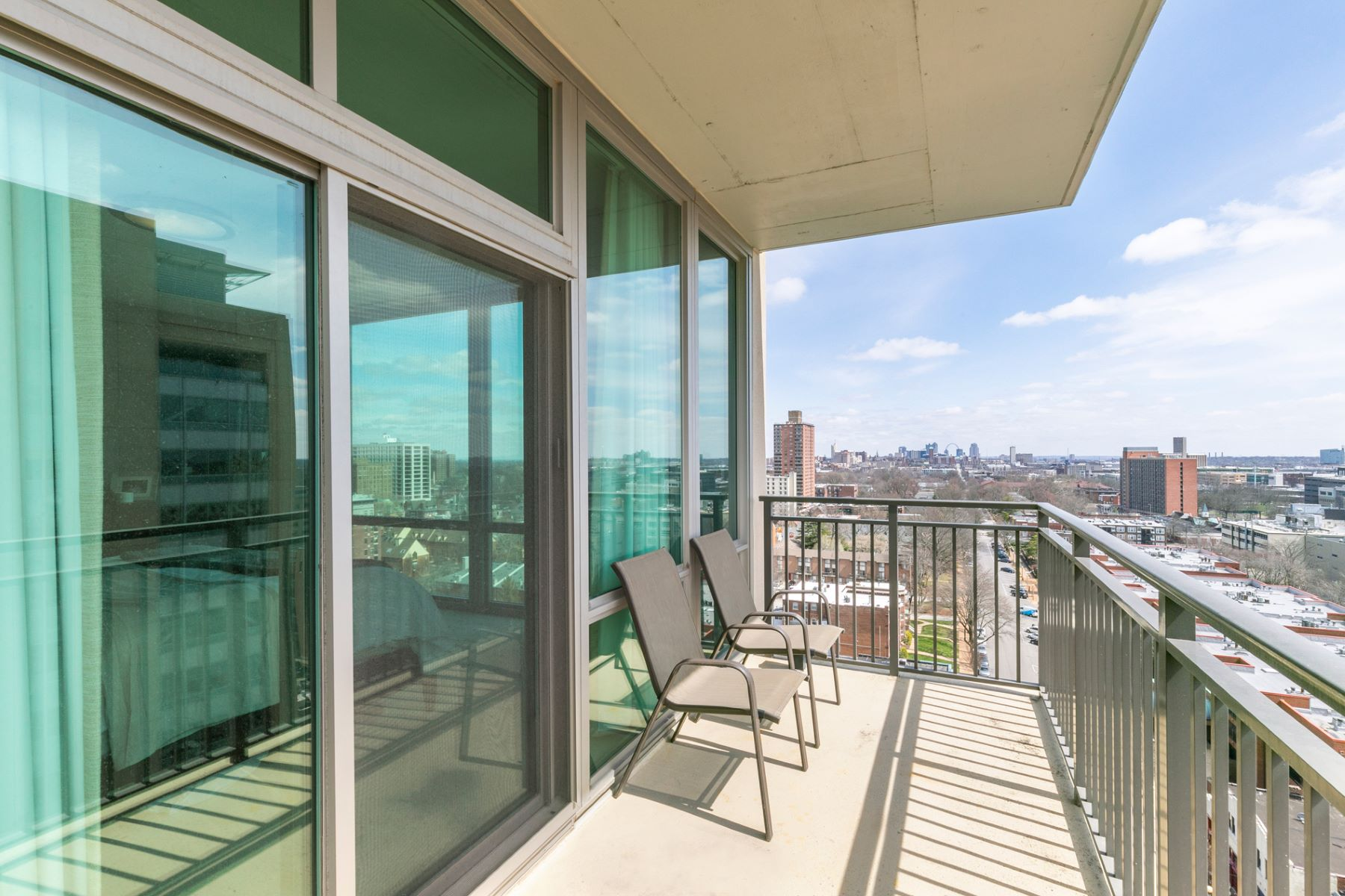 Additional photo for property listing at Laclede Ave 4909 Laclede Ave # 1403 St. Louis, Missouri 63108 United States