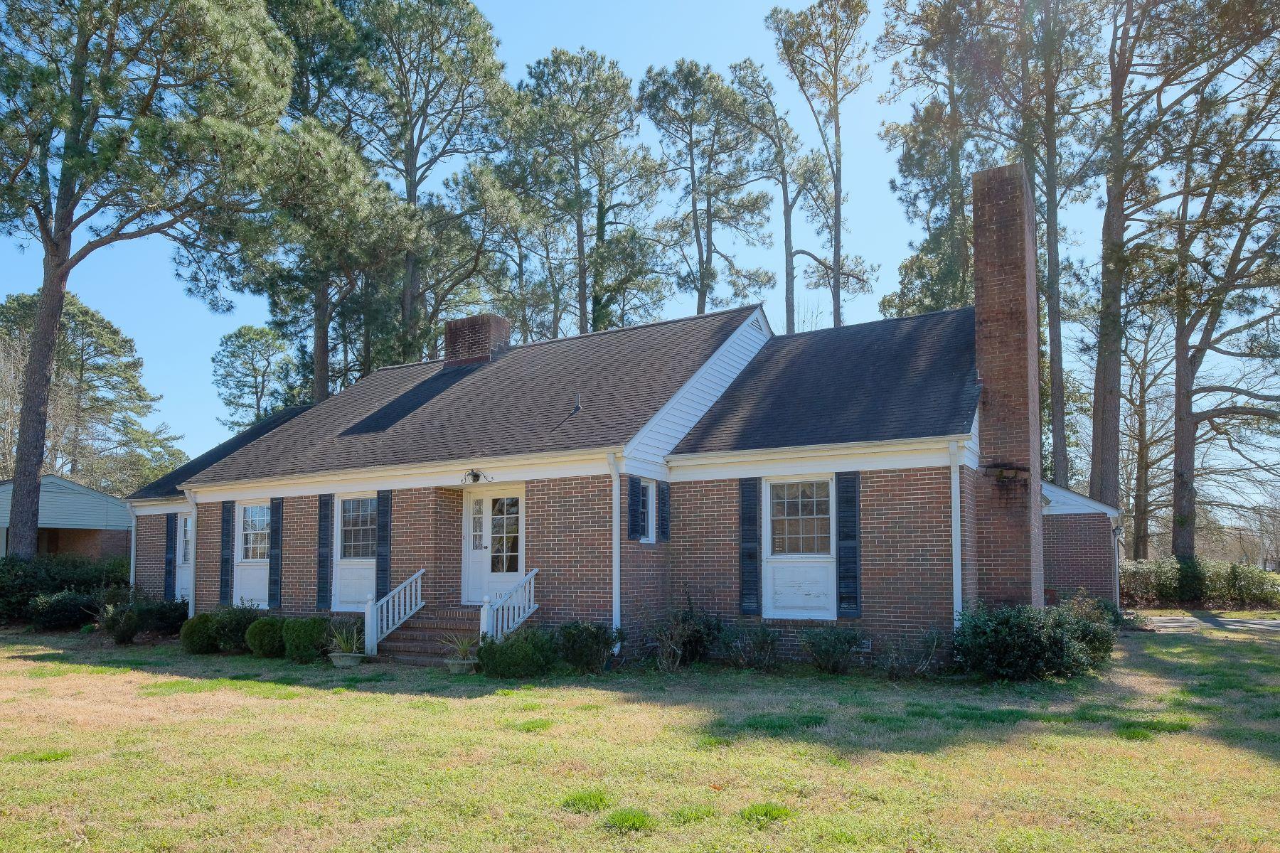 Single Family Homes por un Venta en WEST QUEEN BRICK BEAUTY 1013 W Queen St Edenton, Carolina Del Norte 27932 Estados Unidos