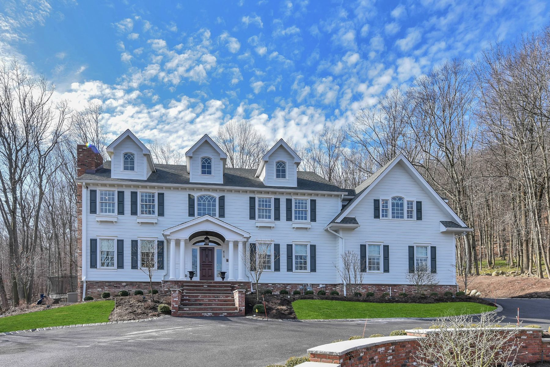 sales property at Three years' young colonial in Urban Farms