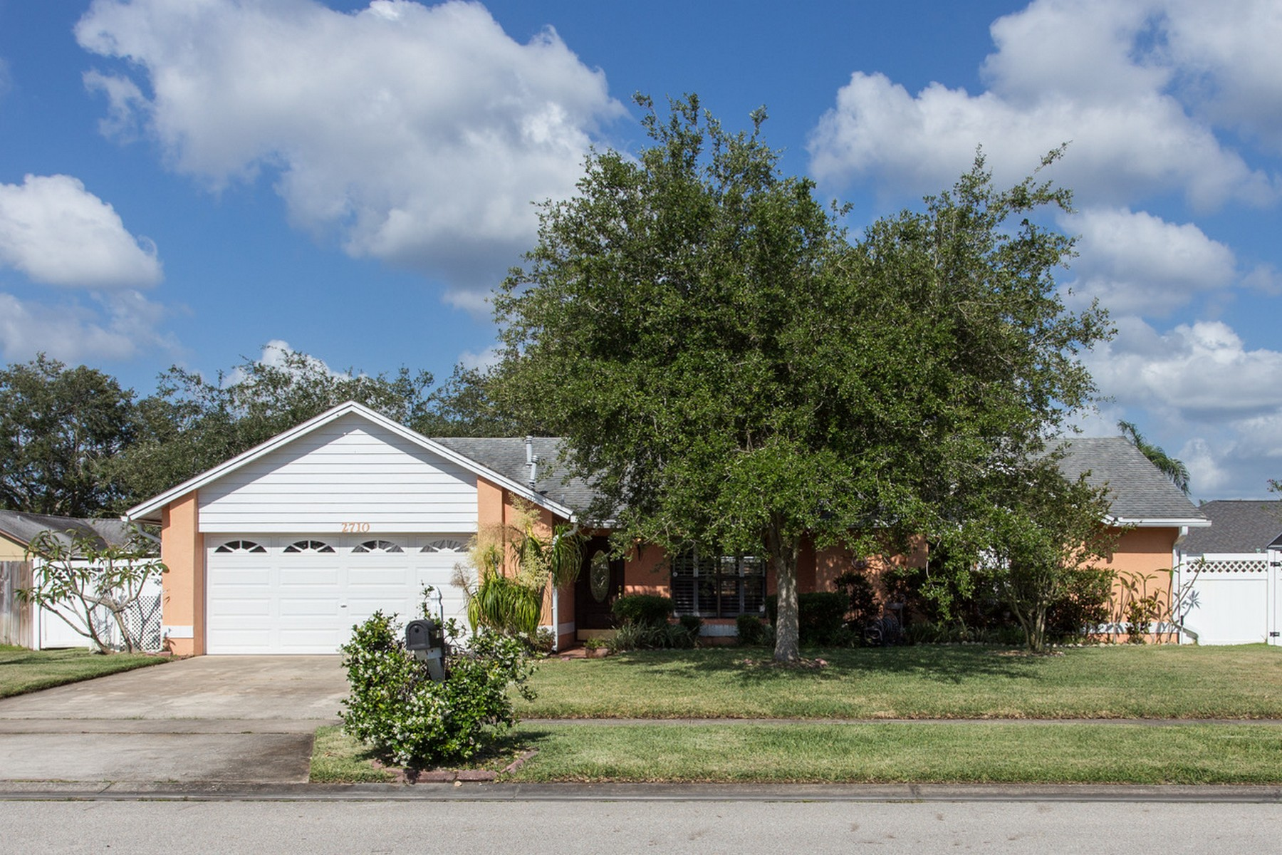 Single Family Home for Sale at Charming Kingsmill Home 2710 Nobility Ave Melbourne, Florida 32934 United States