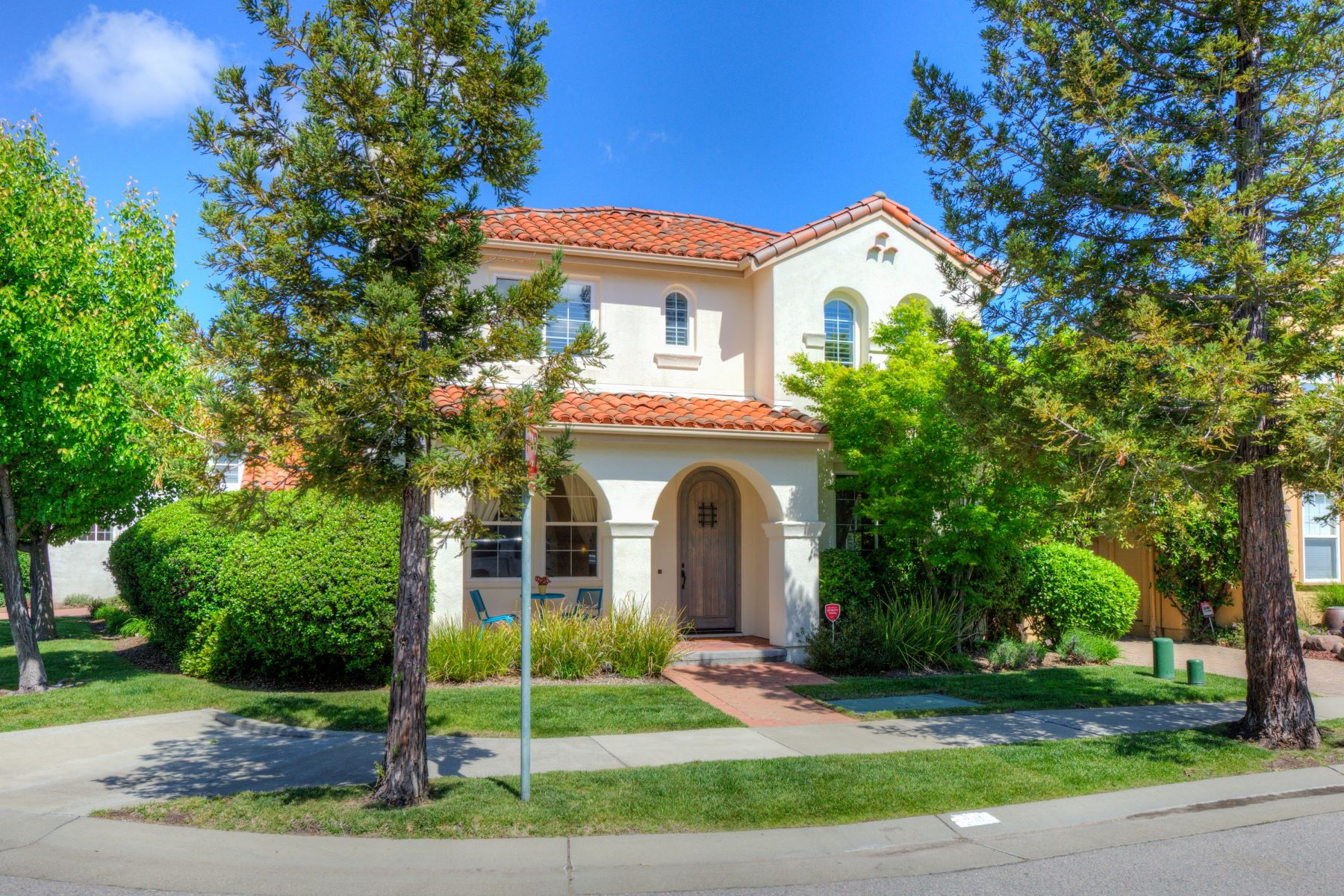 Single Family Home for Sale at Charming Home in Sought After Hamilton Community 58 Mildenhall Street Novato, California 94949 United States
