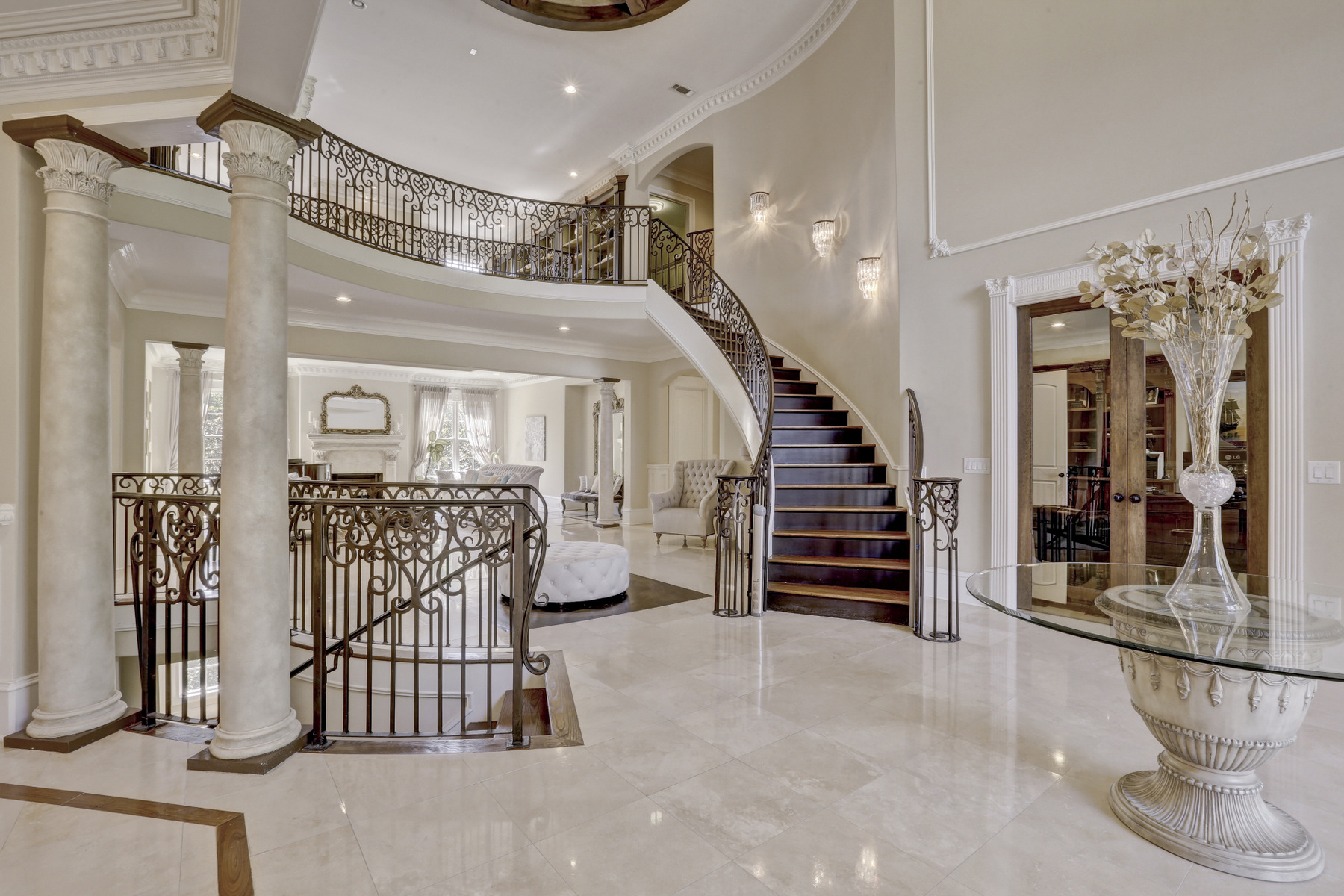 Additional photo for property listing at Gated European Estate That's An Entertainer's Dream 8395 Jett Ferry Road Sandy Springs, Georgia 30350 United States