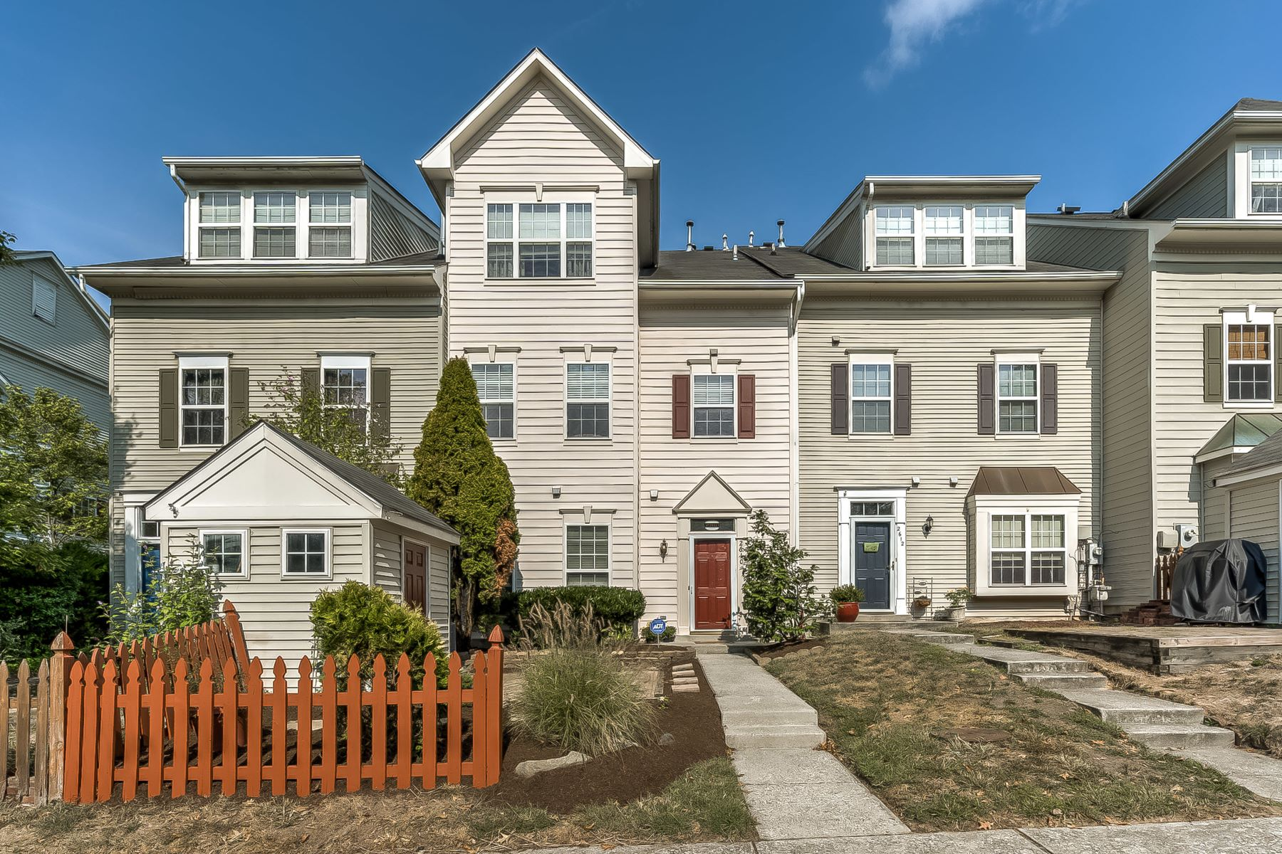 Single Family Homes for Sale at Perfectly Situated in Burgundy Place 2610 Chancellor Court Odenton, Maryland 21113 United States