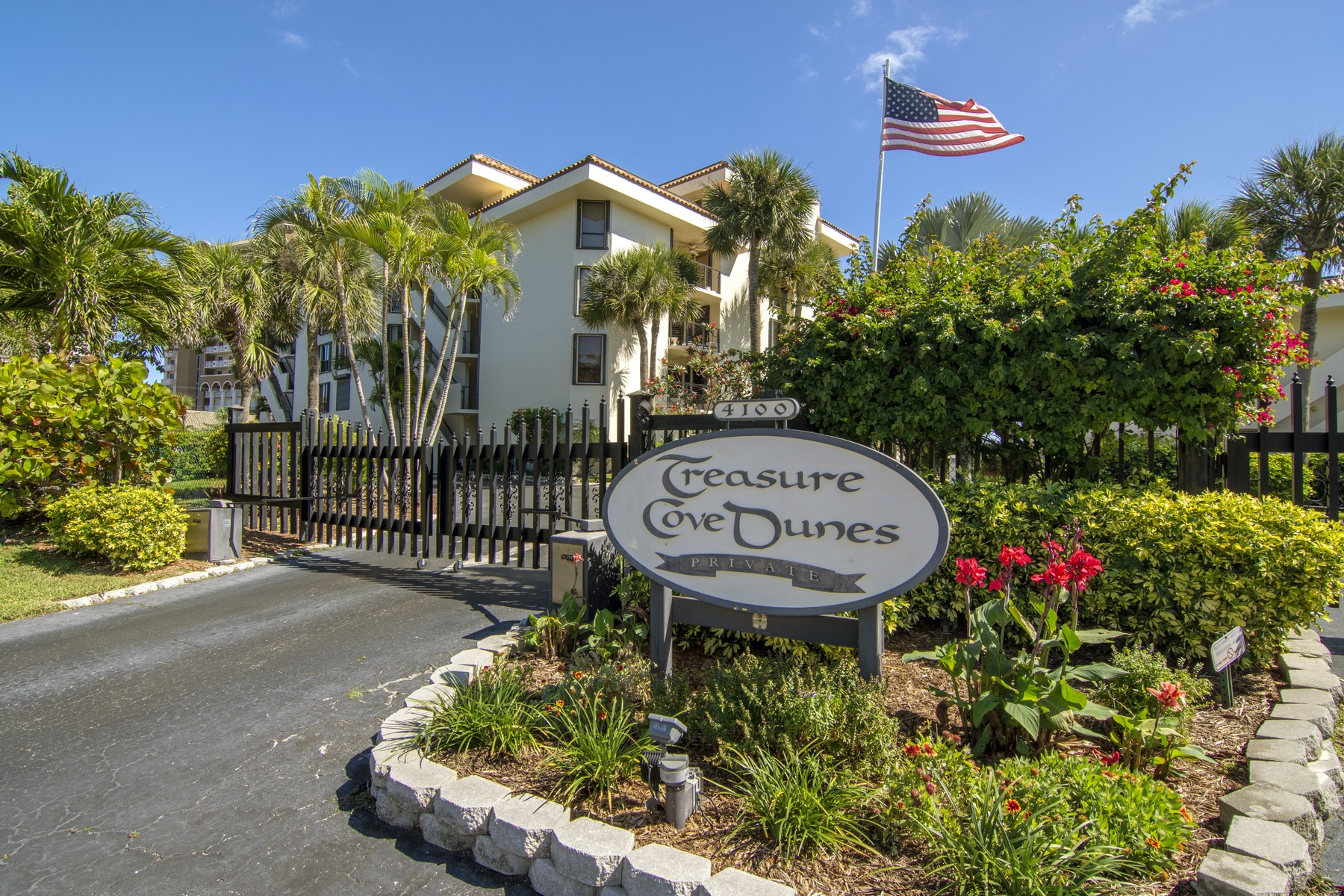 Condominiums for Sale at Beautiful Direct Oceanfront Condo with Private Balcony & Beach Access. 4100 N Highway A1A Unit 111 Hutchinson Island, Florida 34949 United States