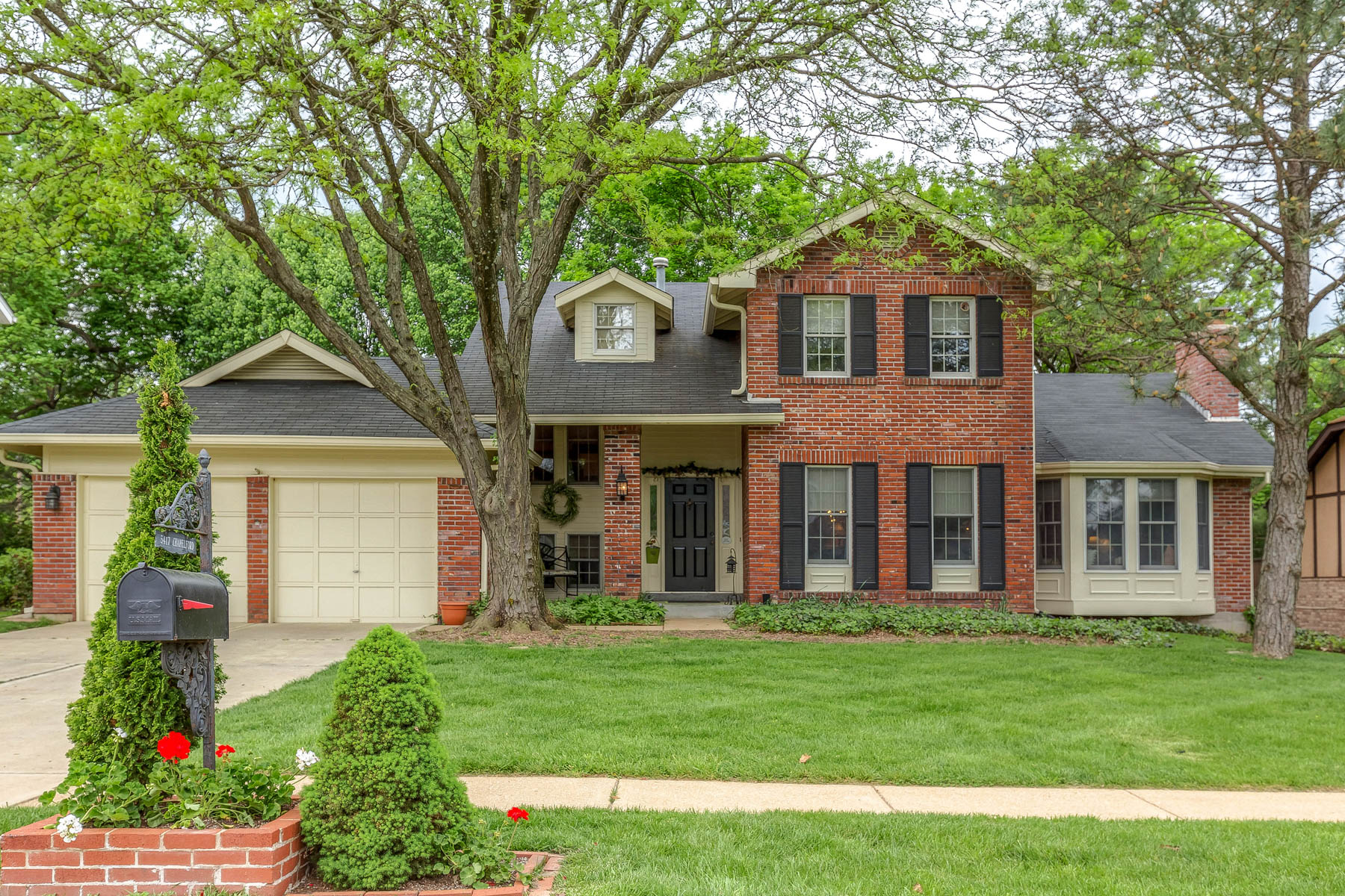 Single Family Home for Sale at Chapelford 5417 Chapelford St. Louis, Missouri, 63119 United States